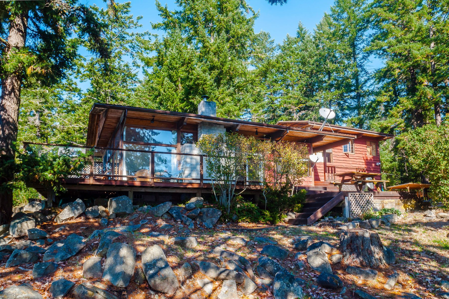 Casa Unifamiliar por un Venta en Galiano Island Waterfront B 19245 Porlier Pass Road Galiano, British Columbia V0N 1P0 Canadá