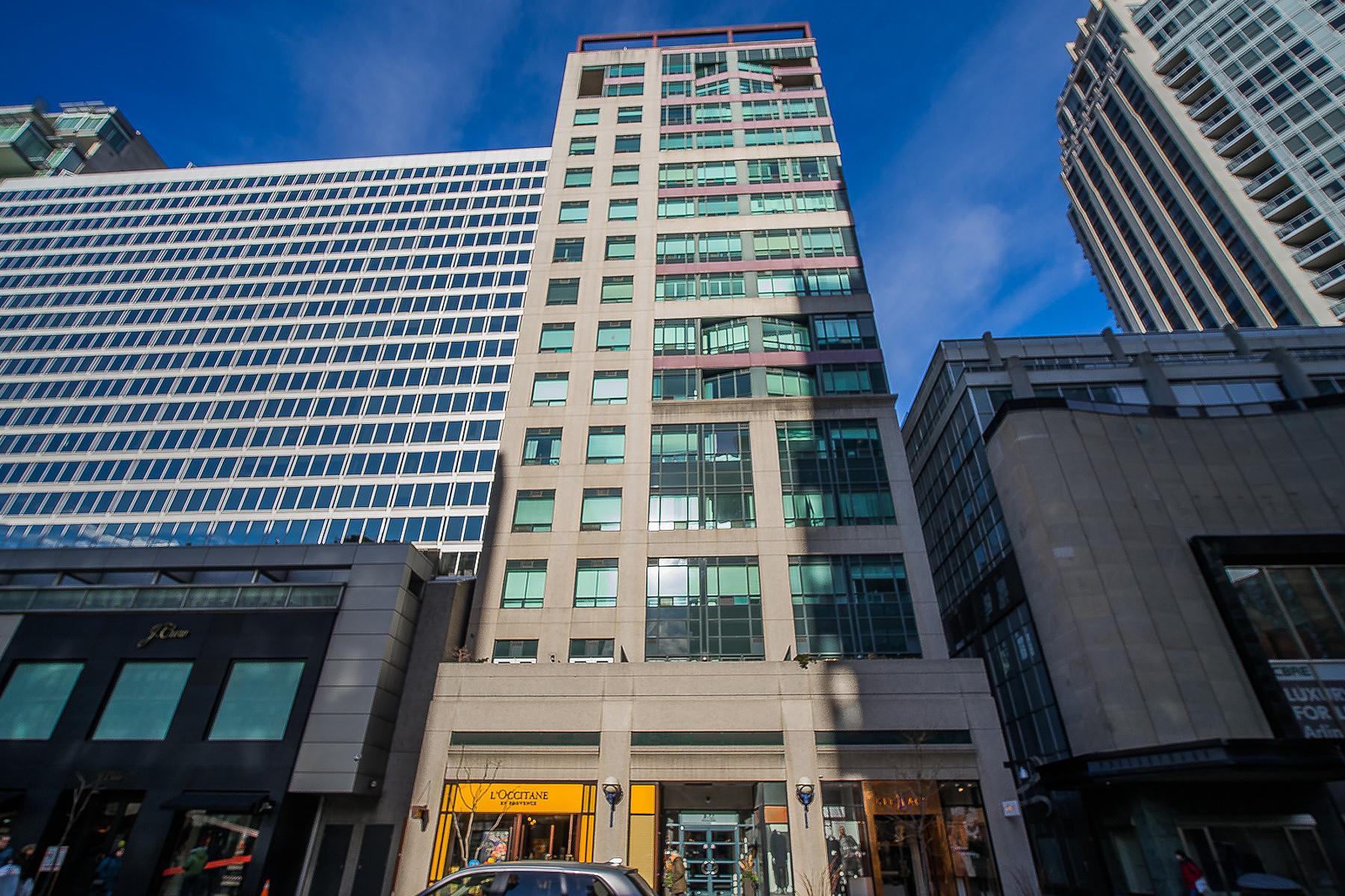 Condominio per Vendita alle ore Yorkville Penthouse 102 Bloor St W, Toronto, Ontario, M5S1M8 Canada