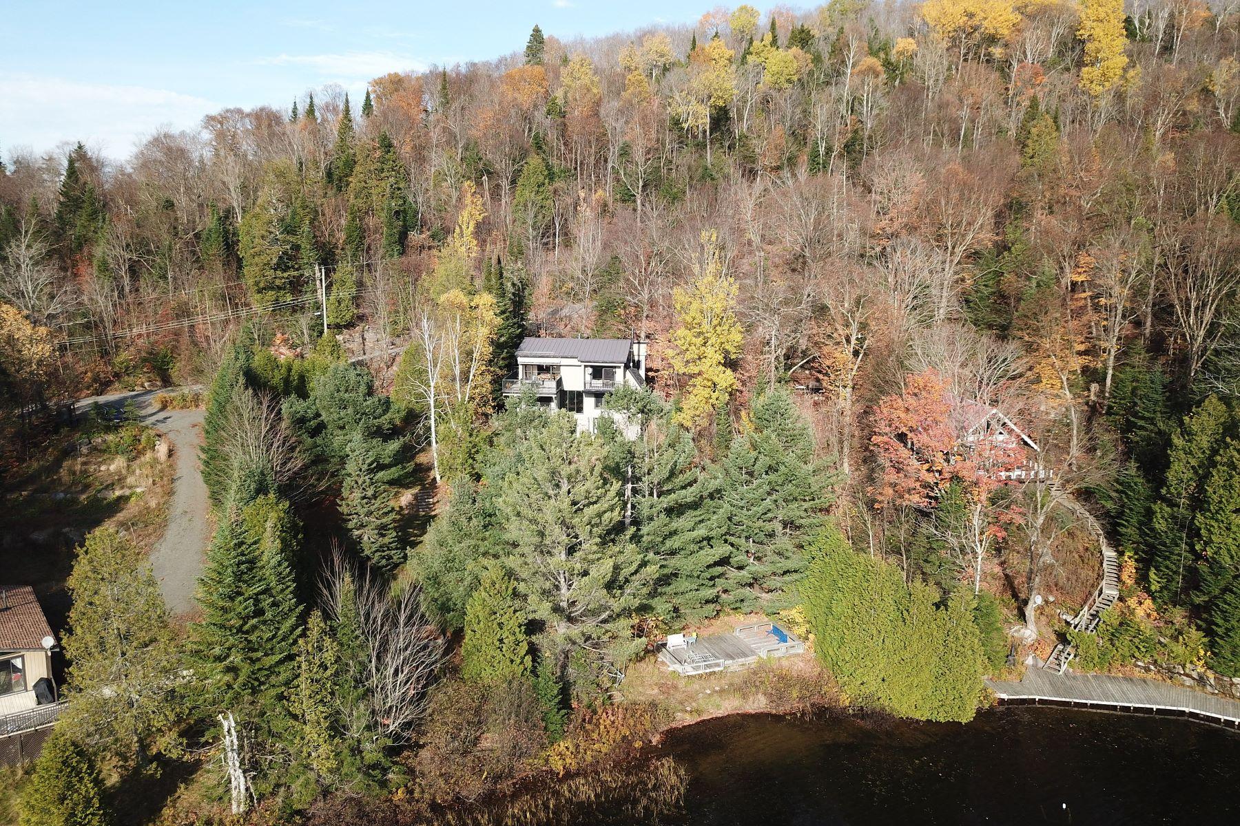 Casa Unifamiliar por un Venta en Waterfront home Lac Dufresne 1198 Ch. des Îles, Sainte-Lucie-Des-Laurentides, Quebec, J0T1V0 Canadá