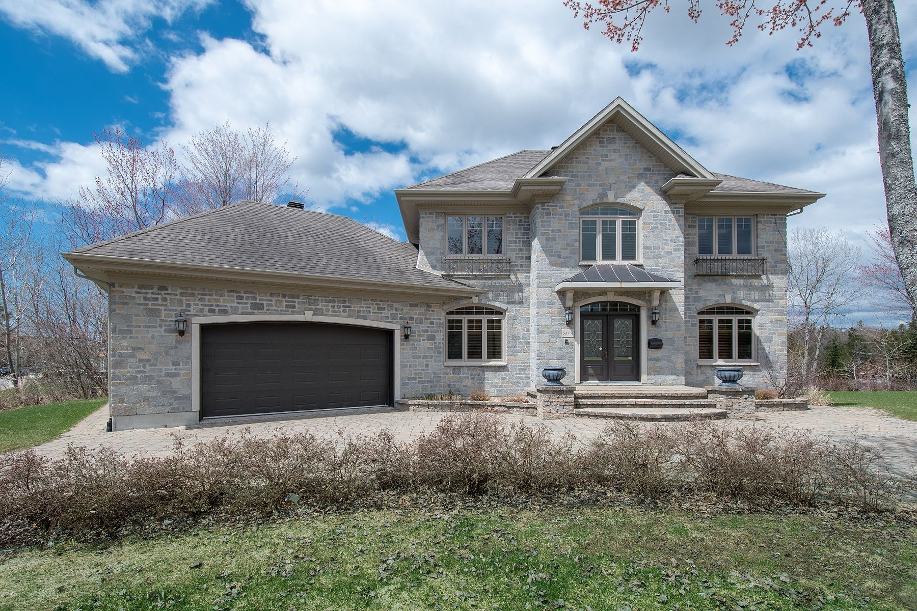 Single Family Homes for Sale at Pont-Rouge, Capitale-Nationale 7 Rue Dansereau Pont-Rouge, Quebec G3H3G5 Canada