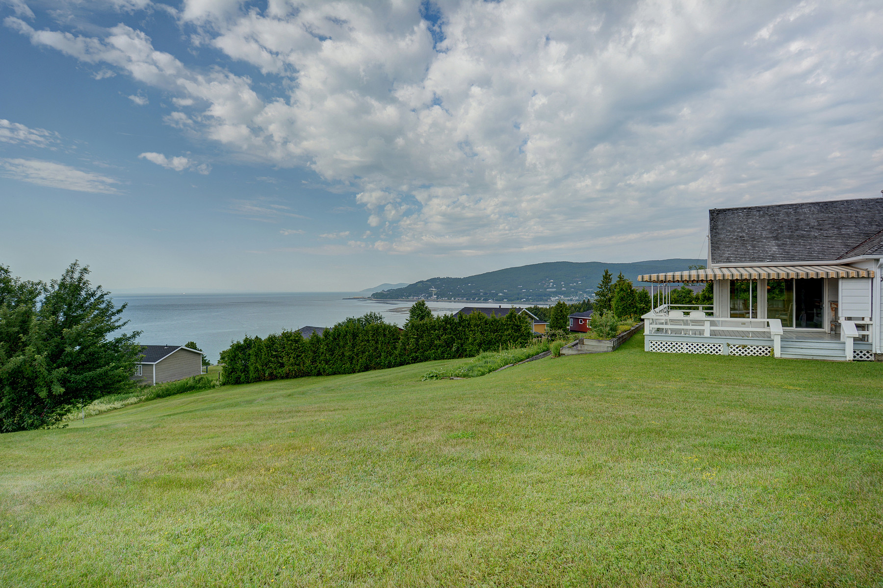 Single Family Home for Sale at La Malbaie, Capitale-Nationale 42 Rue St-Raphaël La Malbaie, Quebec, G5A2N5 Canada