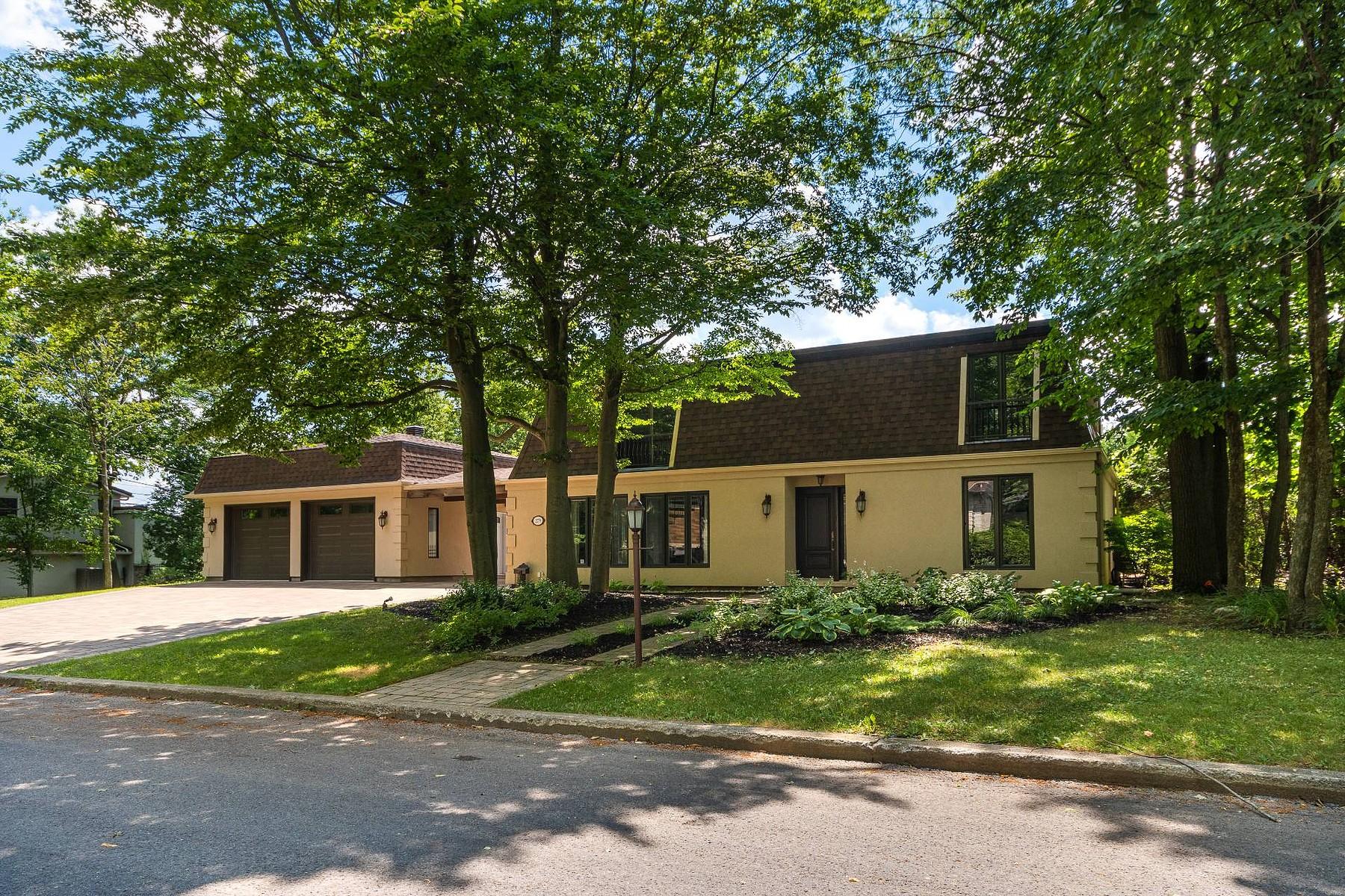 Single Family Homes for Sale at Saint-Jean-sur-Richelieu, Montérégie 279 Rue des Bois Saint-Jean-Sur-Richelieu, Quebec J3B3S3 Canada
