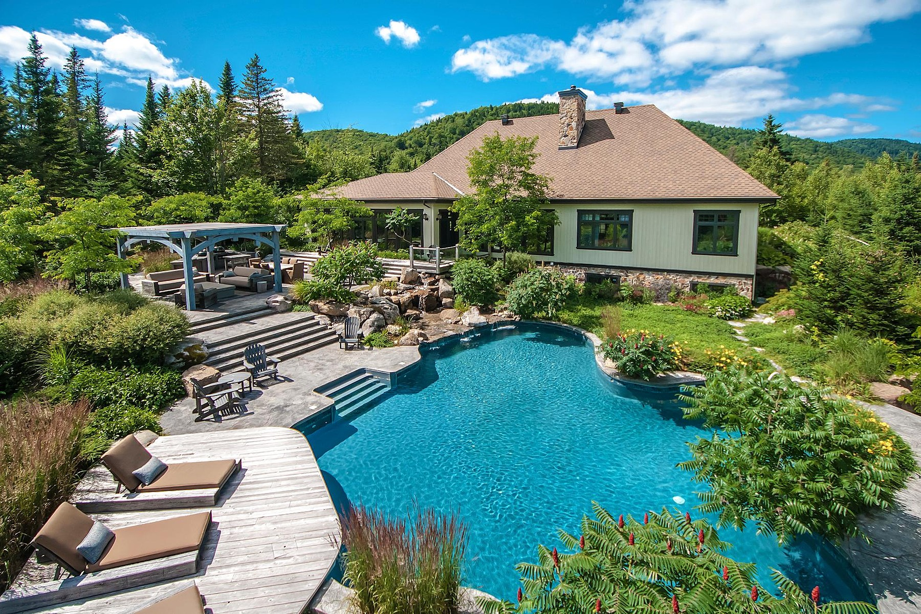 Single Family Homes for Sale at Stoneham-et-Tewkesbury, Capitale-Nationale 649 Ch. Jacques-Cartier N. Stoneham Et Tewkesbury, Quebec G3C1X7 Canada