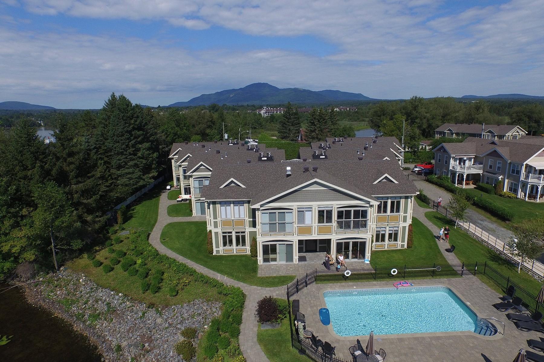 共管式独立产权公寓 为 销售 在 Edge of Memphremagog's Lake 310 Rue Cabana, Apt. 7 玛戈, 魁北克省, J1X2C3 加拿大