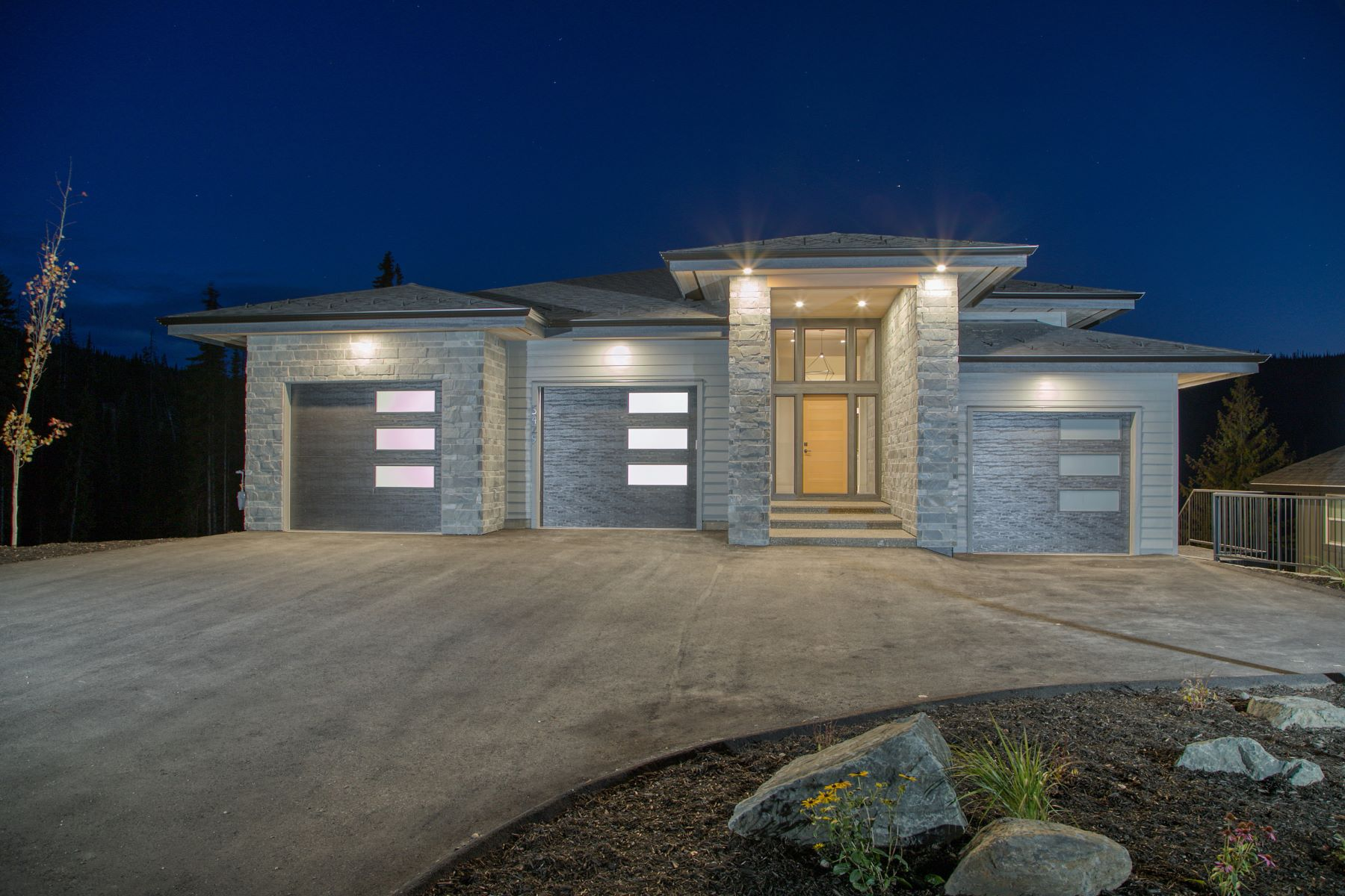 Single Family Homes for Sale at Mountain Modern 5429 Lookout Ridge Place Sun Peaks, British Columbia V0E 5N0 Canada