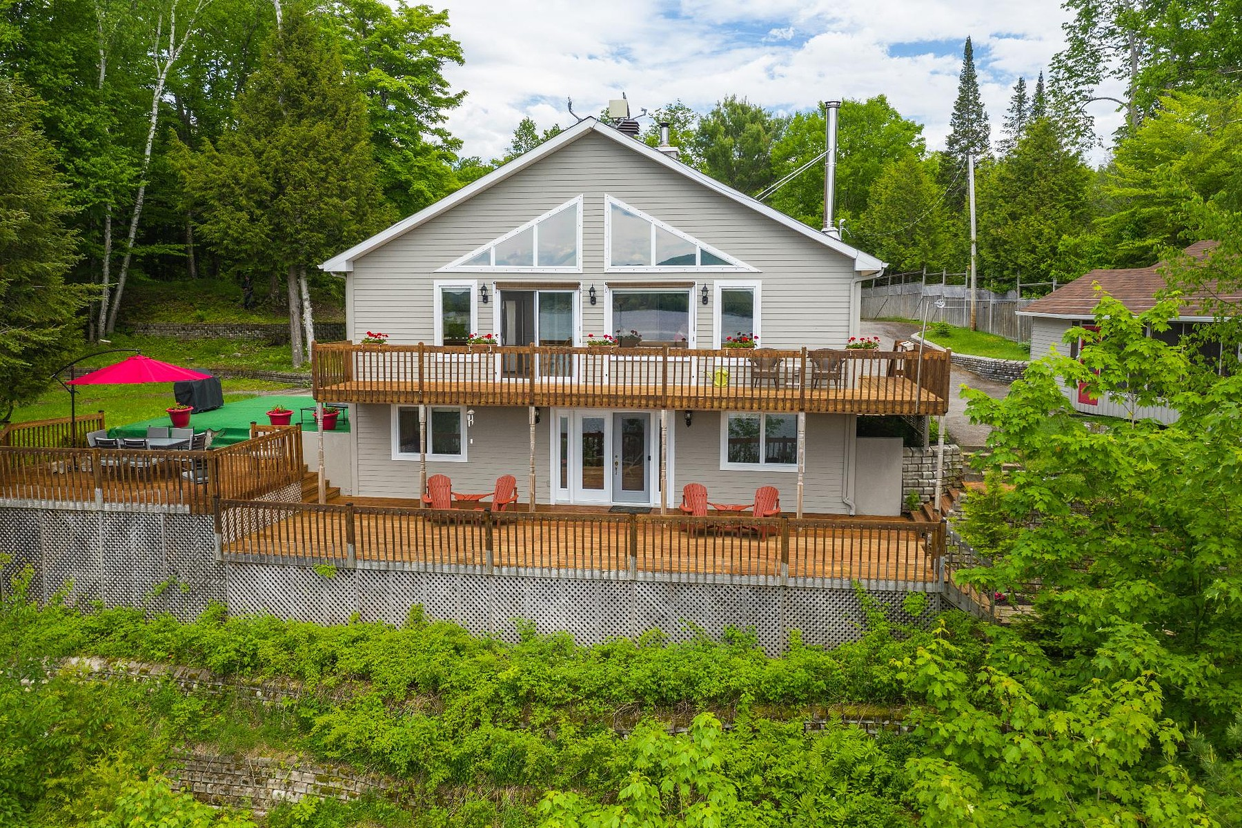 Single Family Homes for Sale at Amherst, Laurentides 997 Ch. du Lac-Cameron Amherst, Quebec J0T2T0 Canada