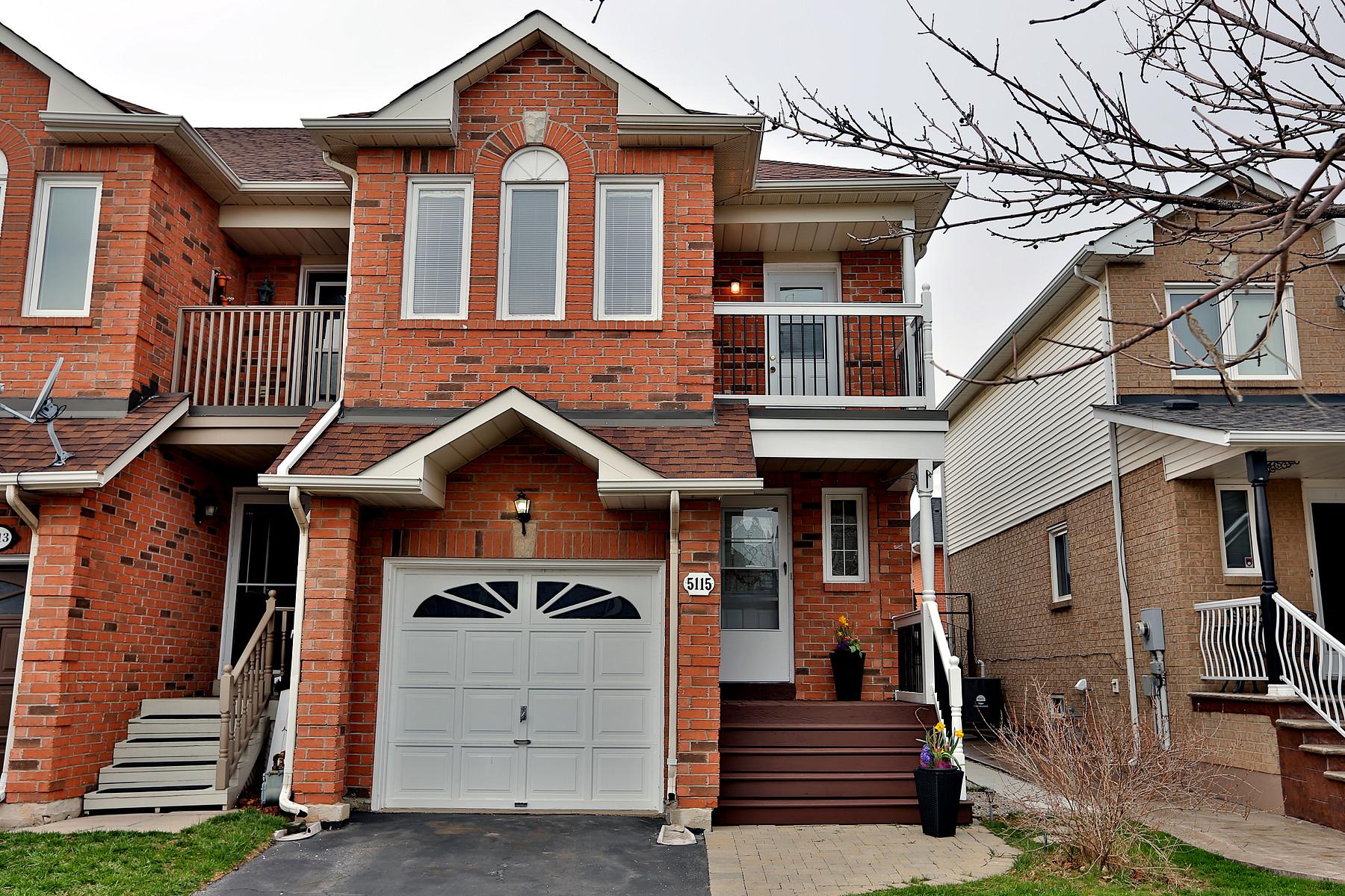 Maison unifamiliale pour l Vente à Burlington, Greater Toronto Area 5115 Thornburn Dr Burlington, Ontario, L7L 6K2 Canada