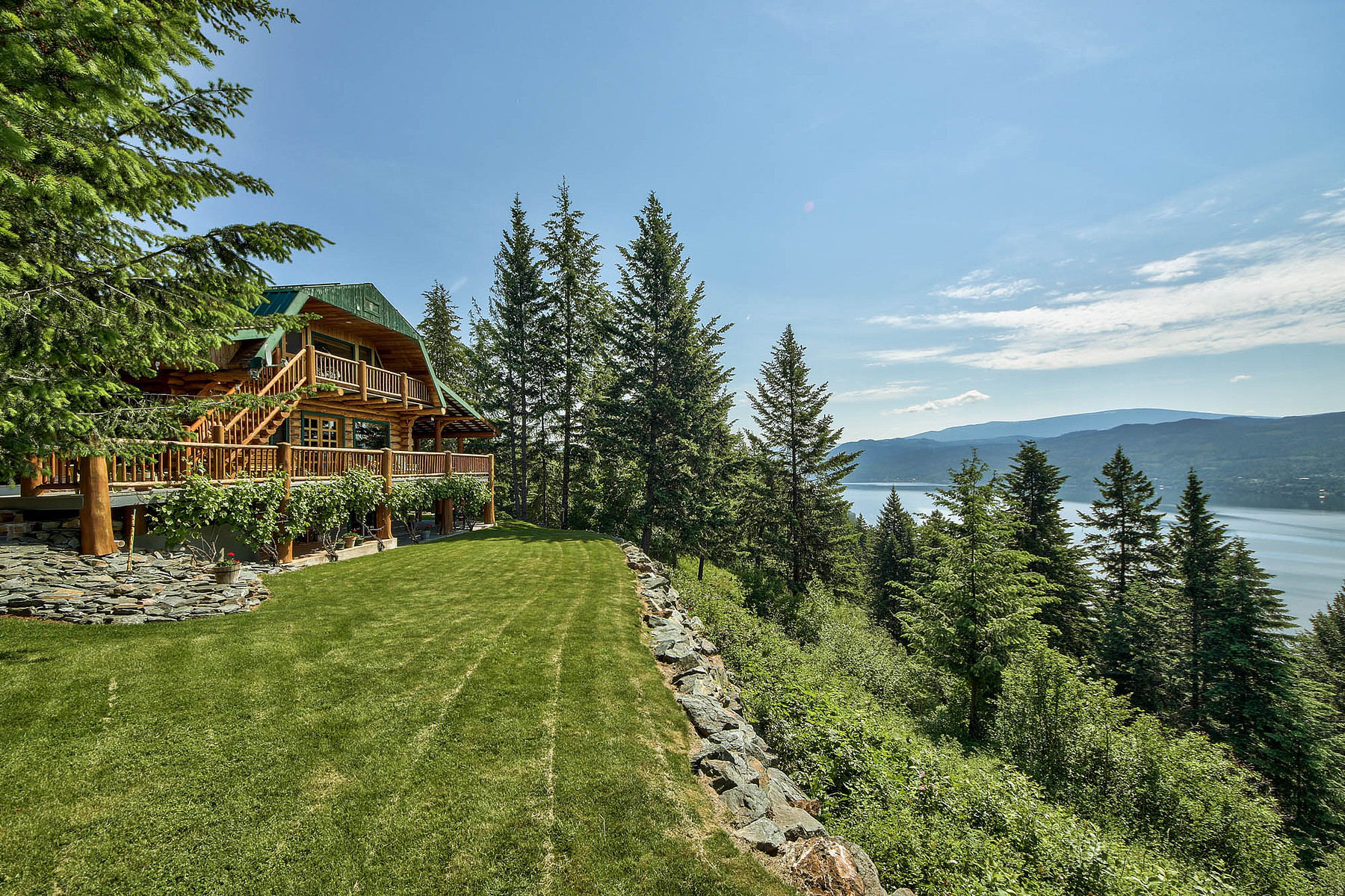 Maison unifamiliale pour l Vente à Log Home with View 4878 Leopold Rd Celista, Colombie-Britannique V0E 1M6 Canada