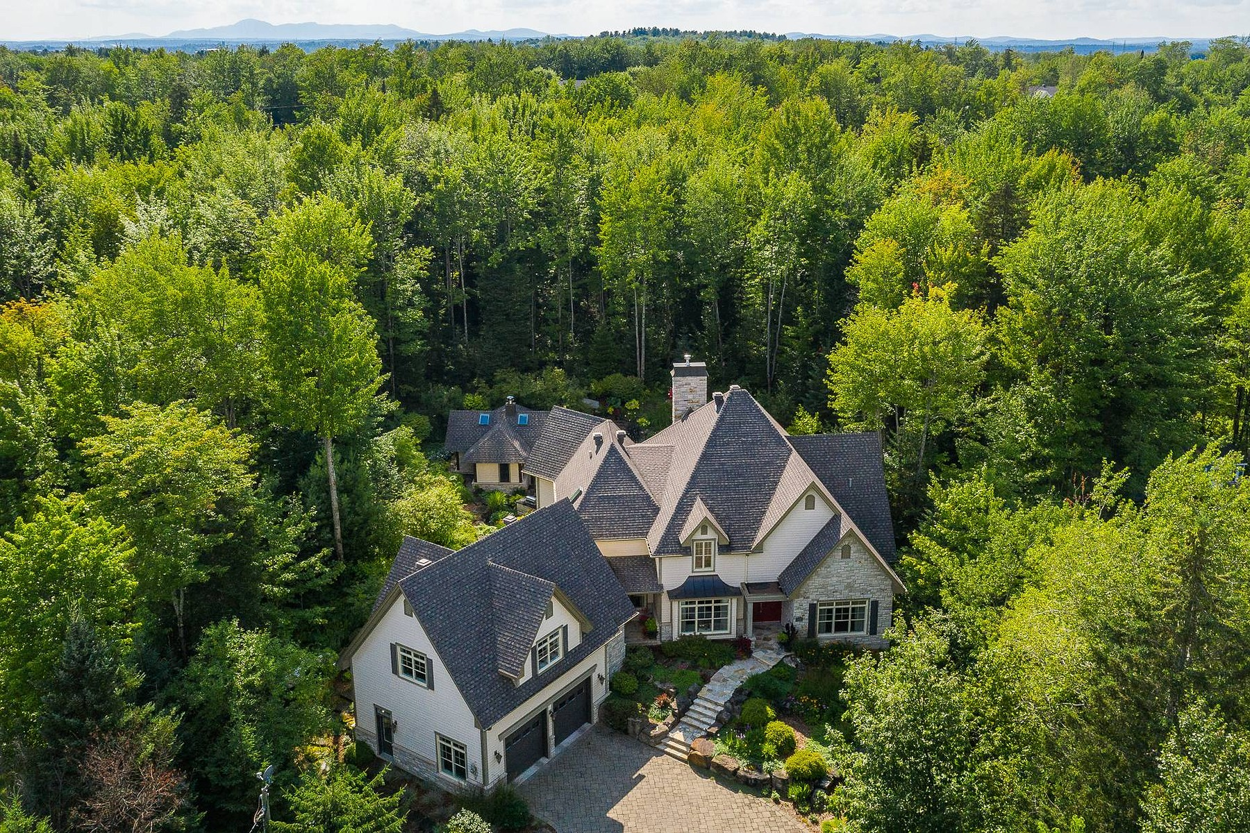 Single Family Homes for Sale at Sherbrooke (Les Nations), Estrie 1335 Rue Alain-Grand-Bois Sherbrooke, Quebec J1L2X6 Canada