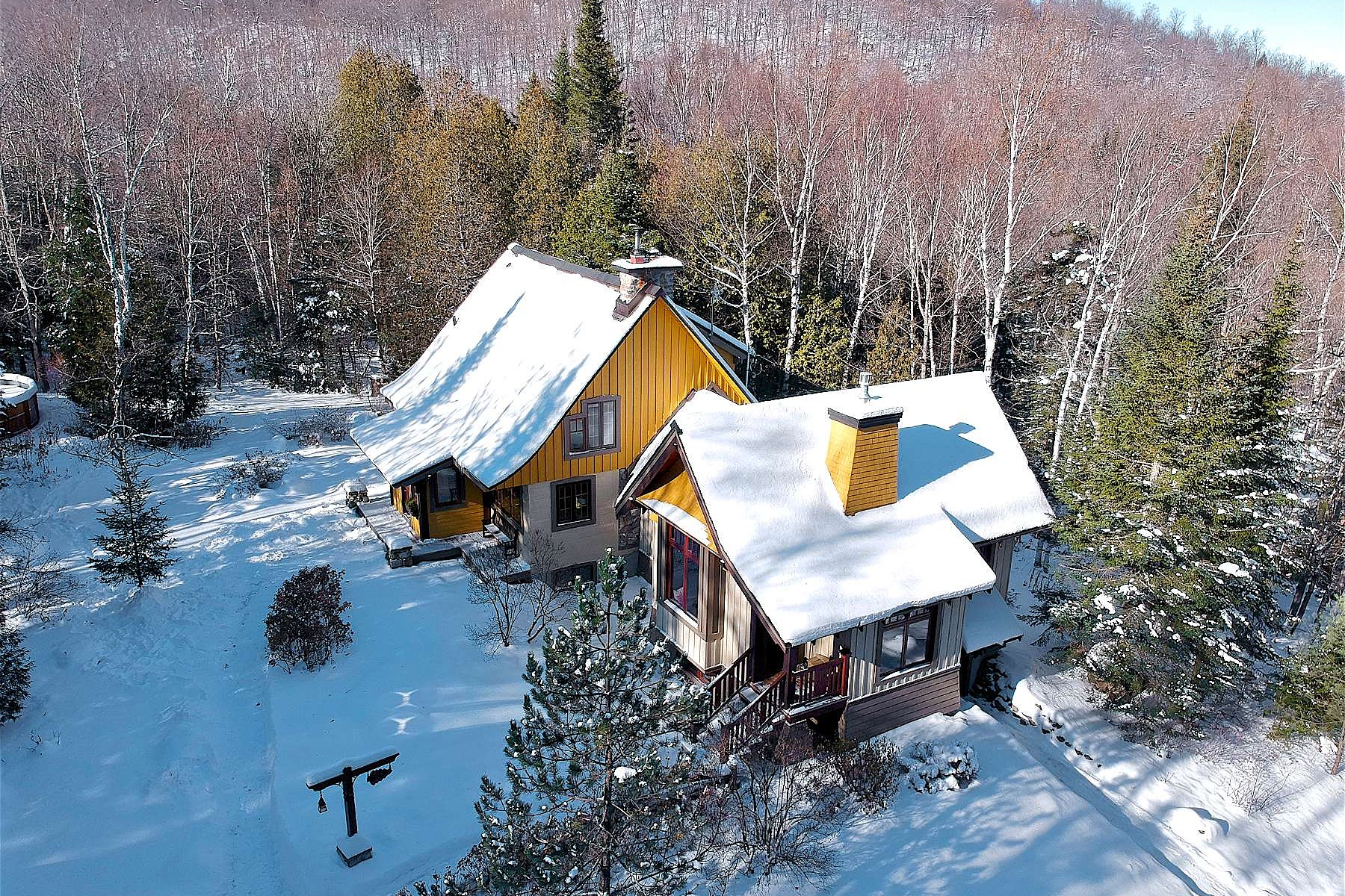Single Family Homes for Sale at Exclusive and private 940 Ch. du Mont-Loup-Garou Sainte-Adele, Quebec J8B3C8 Canada