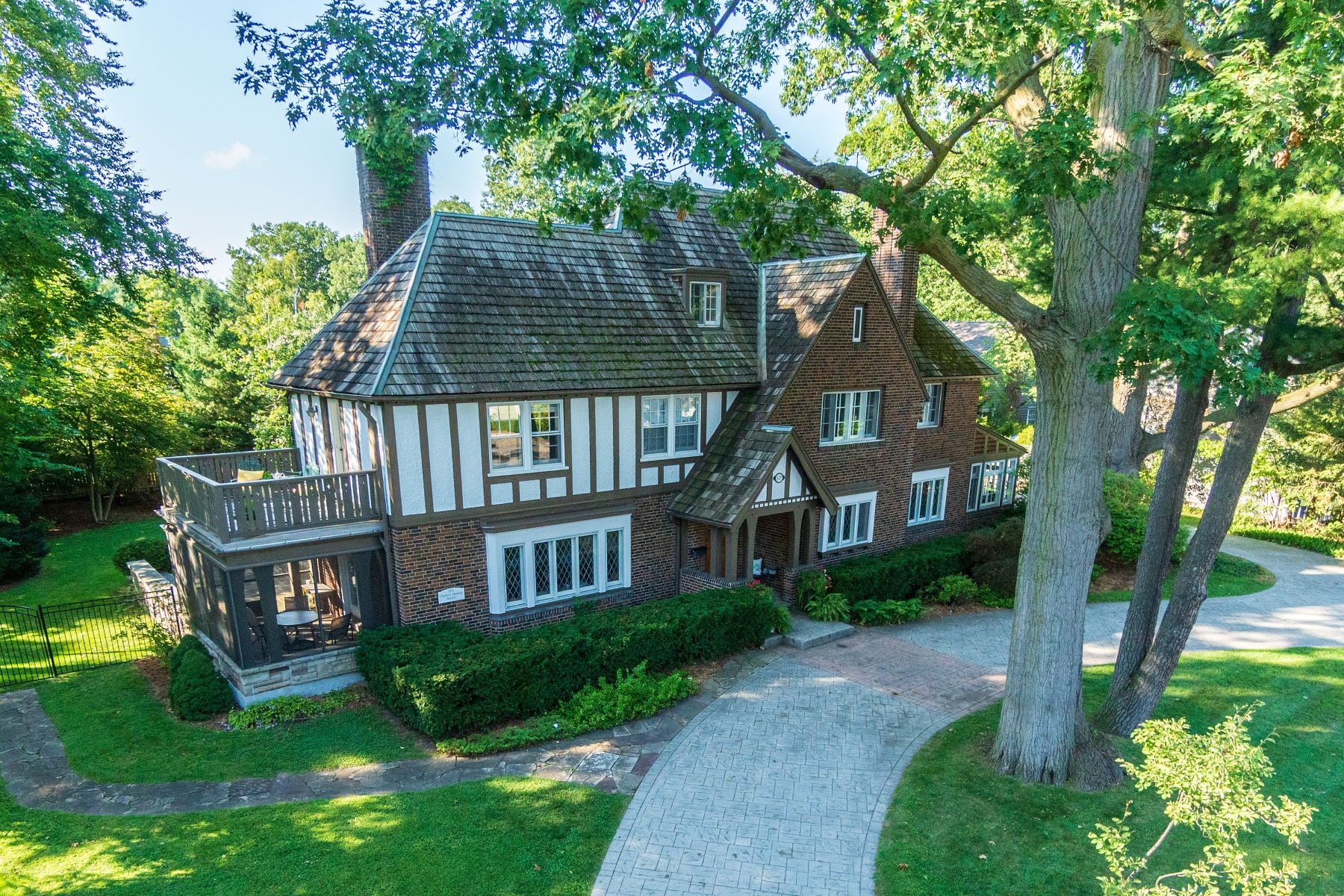 Single Family Homes for Sale at Magnificent English Manor Home 429 MacDonald Road Oakville, Ontario L6J 2B5 Canada