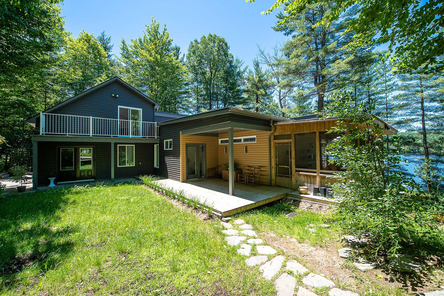 Single Family Homes for Sale at Waterfront 271 Ch. du Lac Stoke, Quebec J0B3G0 Canada
