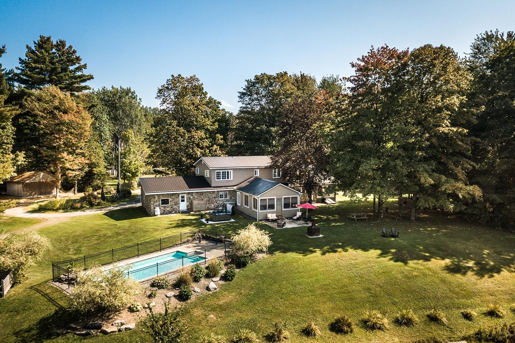 Single Family Homes for Sale at Dunham, Montérégie 4762 Ch. Godbout Dunham, Quebec J0E1N0 Canada