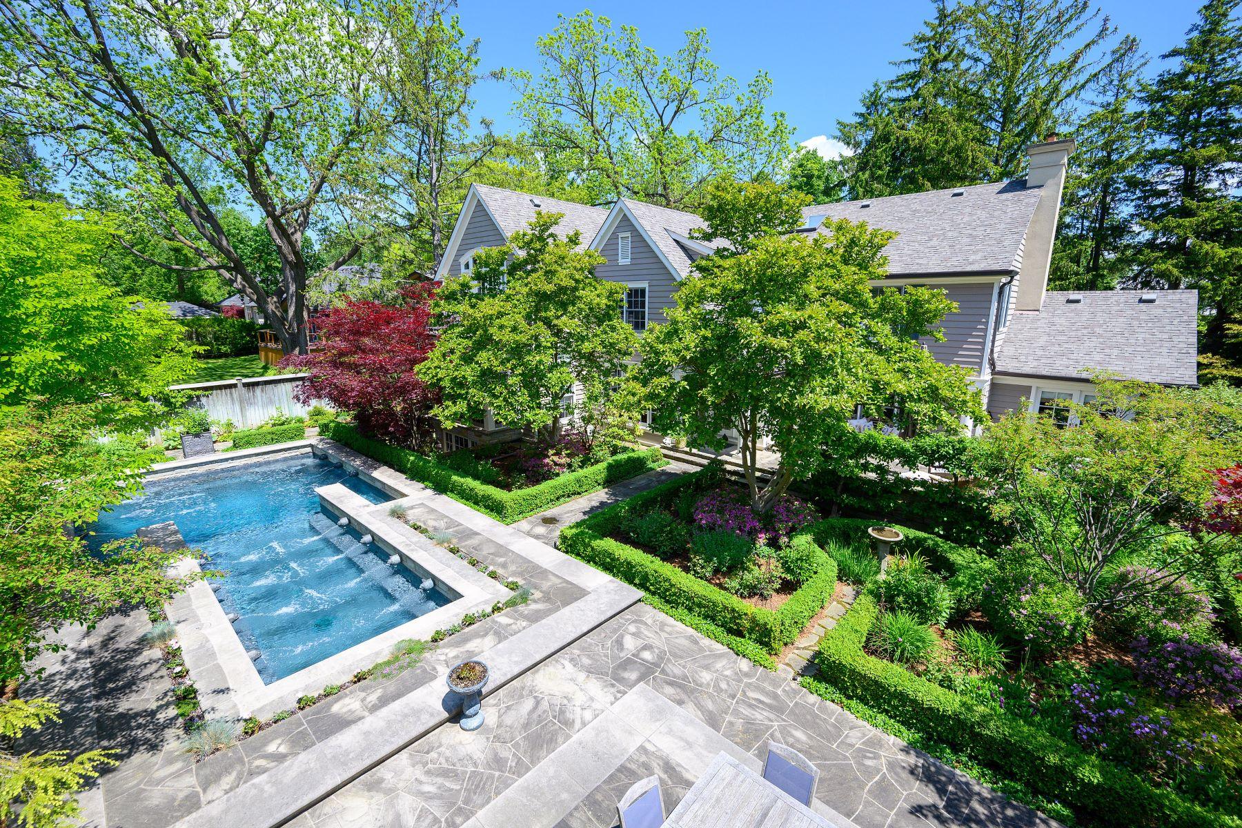 Single Family Homes for Sale at Hidden Gem in SE Oakville 60 Barringham Drive Oakville, Ontario L6J 4B2 Canada
