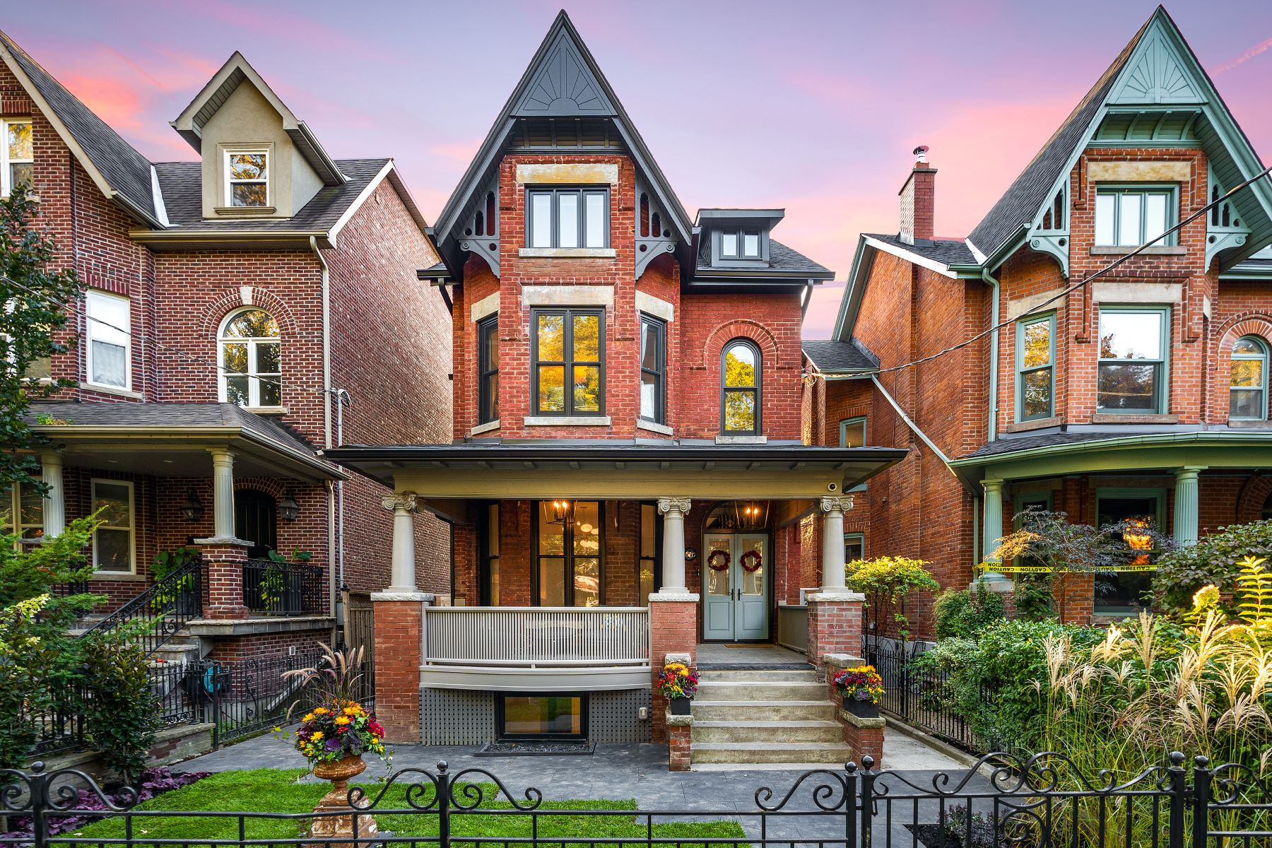 Single Family Homes for Sale at Sophisticated Urban Living 66 Brunswick Avenue Toronto, Ontario M5S 2L7 Canada