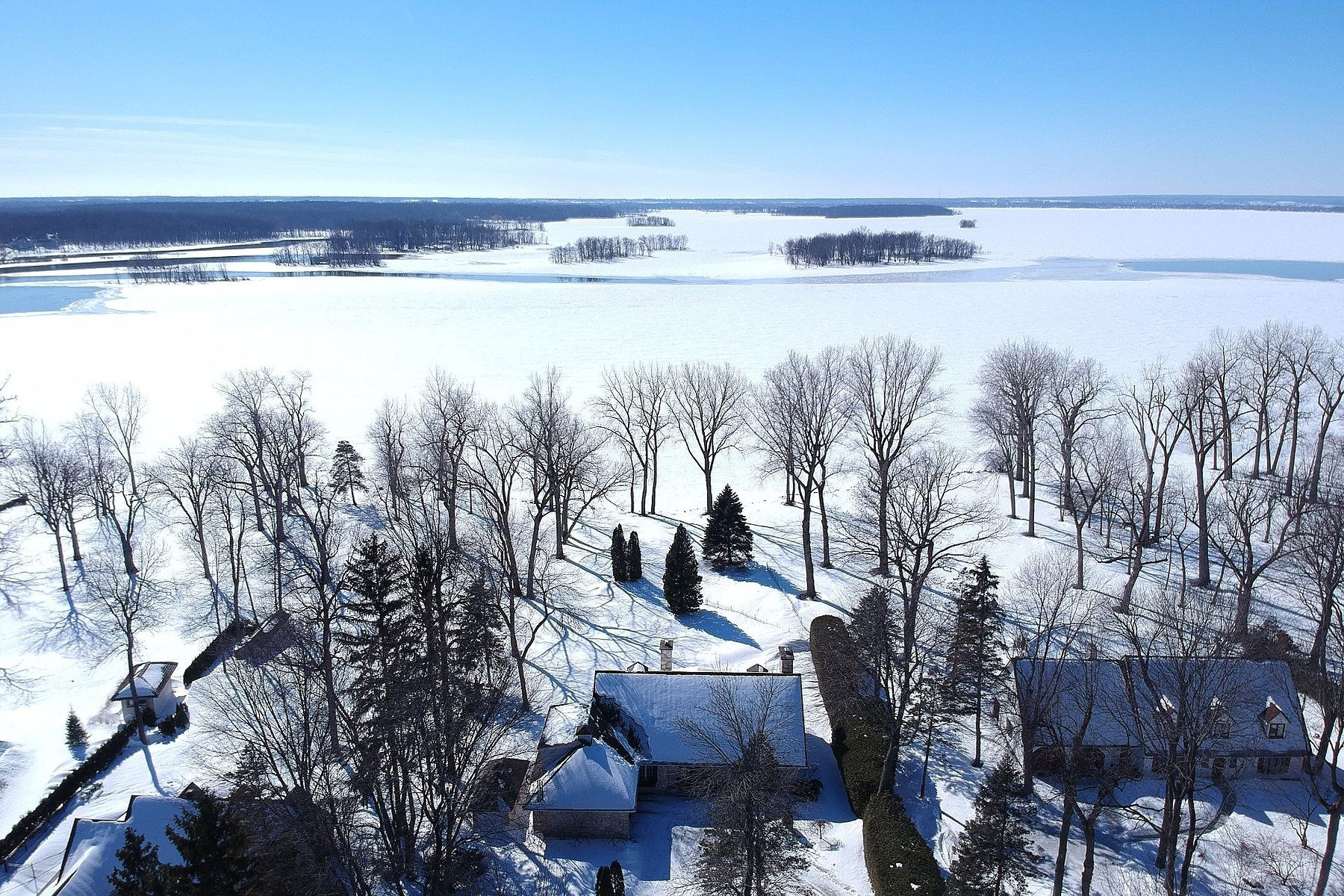 Single Family Homes for Sale at Senneville, Montréal 20 Ch. de Senneville Senneville, Quebec H9X1B6 Canada