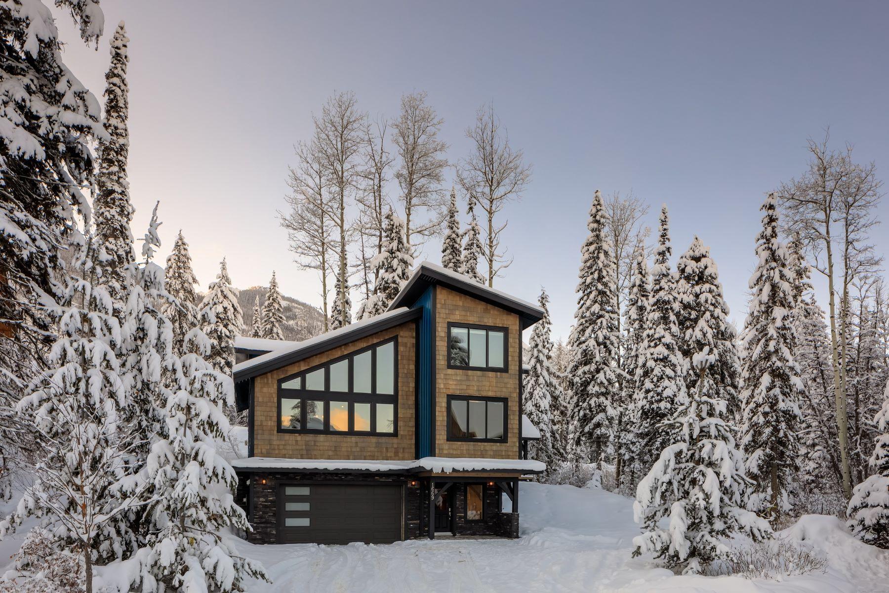 Nhà ở một gia đình vì Bán tại New Luxury Mountain Home 1669 Dogtooth Close, Golden BC, Golden, British Columbia, V0A 1H0 Canada