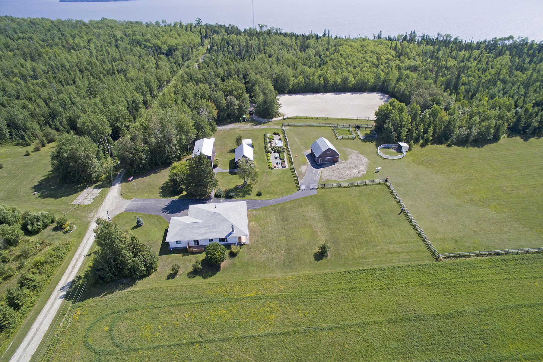 其它住宅 为 销售 在 Lake Temiskaming 681546 Vahey Road 新利斯卡德, 安大略省, P0J 1P0 加拿大