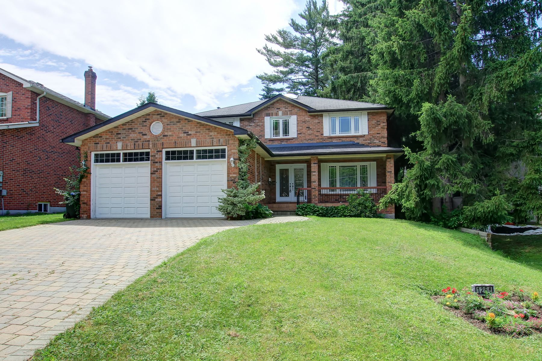 Single Family Homes for Sale at Mississauga, Greater Toronto Area 1264 Kane Rd Mississauga, Ontario L5H 2M3 Canada