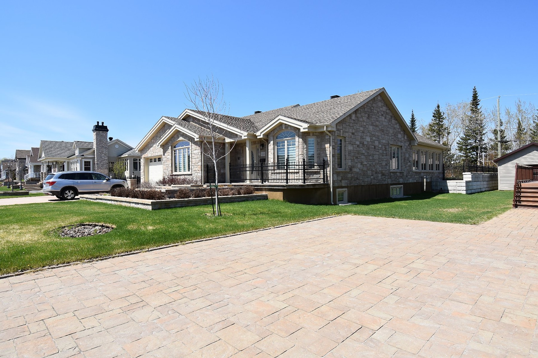 Single Family Homes for Sale at Baie-Comeau, Côte-Nord 1112 Rue Louis-Amiot Baie-Comeau, Quebec G5C0A2 Canada