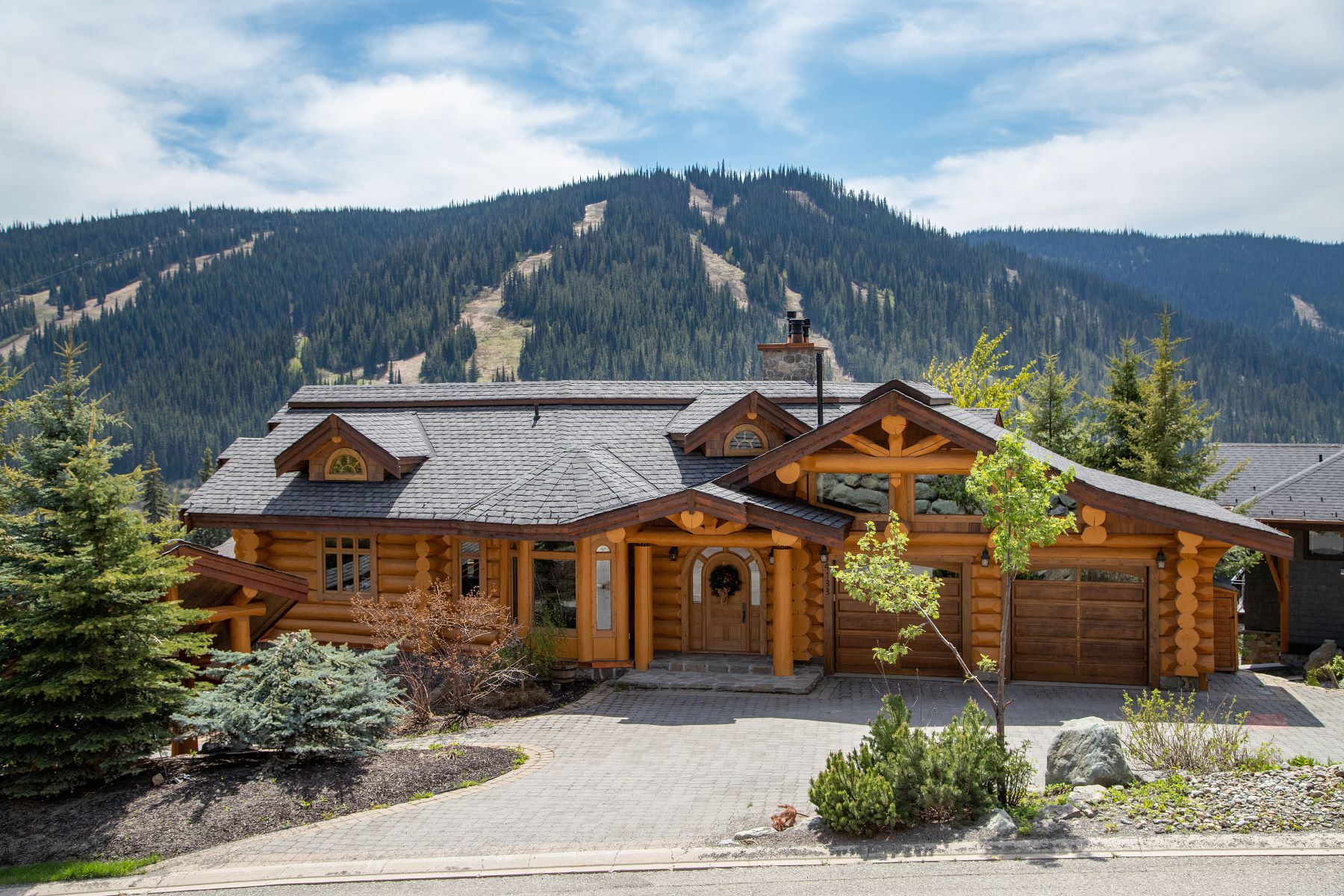 Single Family Homes for Sale at Luxurious Log Home 4133 Douglas Court Sun Peaks, British Columbia V0E 5N0 Canada