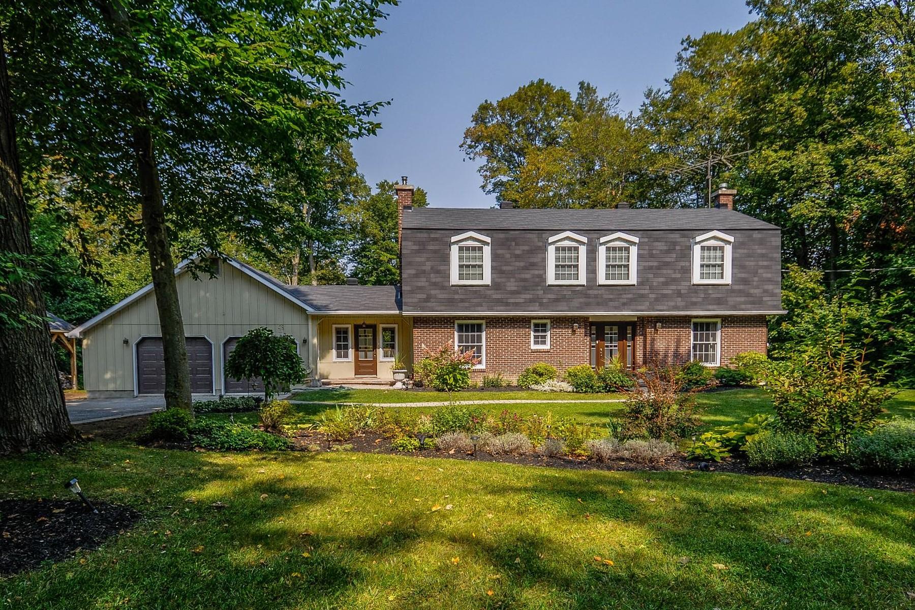 Single Family Homes for Sale at Hudson, Montérégie 213 Rue Fairhaven Hudson, Quebec J0P1H0 Canada
