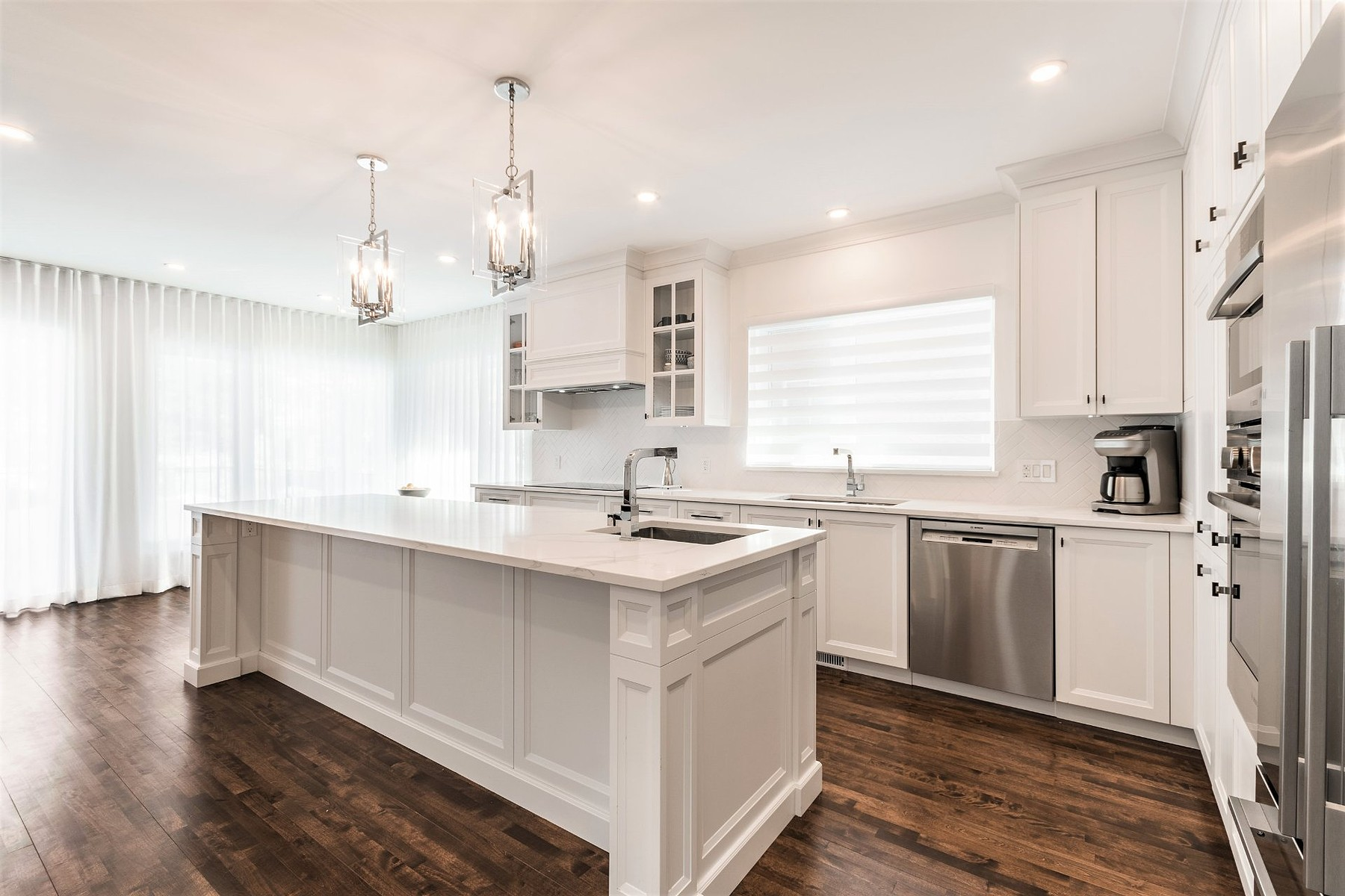 Single Family Homes for Sale at Hampstead, Montréal 23 Rue Albion Hampstead, Quebec H3X3L8 Canada