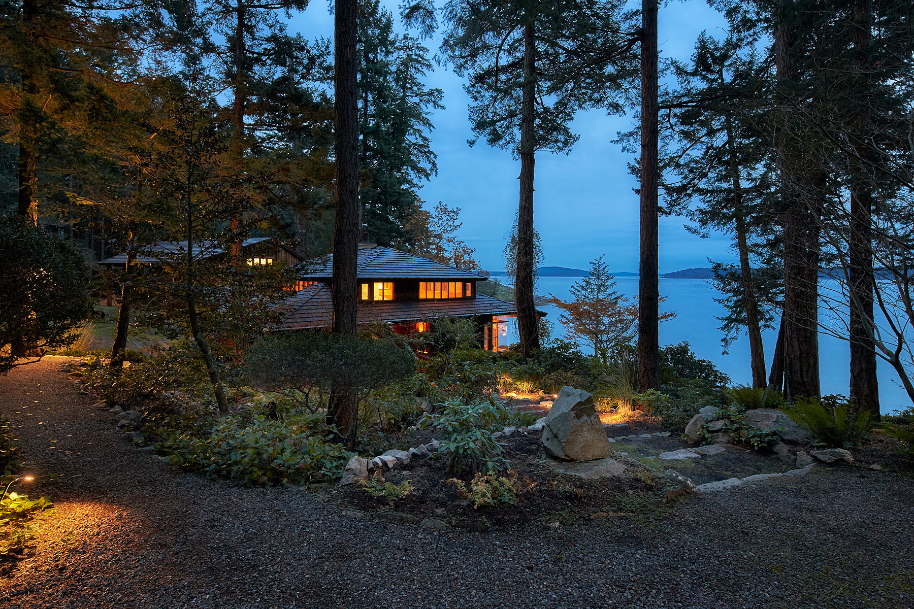 Casa Unifamiliar por un Venta en South Facing Oceanfront Estate 229 Bay Ridge Place, Salt Spring Island, British Columbia, V8K 1W5 Canadá