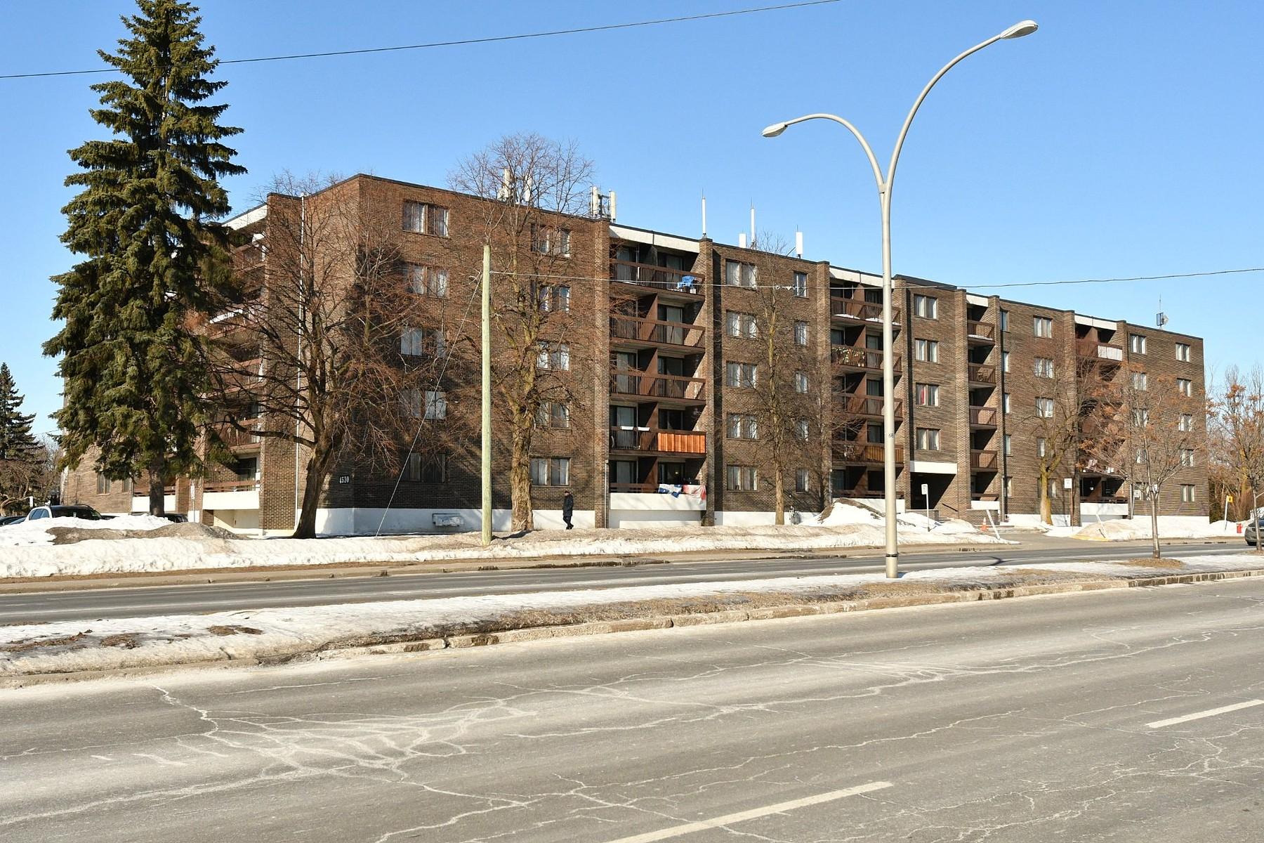 Other Residential for Active at Dollard-Des Ormeaux, Montréal 4530 Boul. des Sources Dollard-Des-Ormeaux, Quebec H8Y3G1 Canada