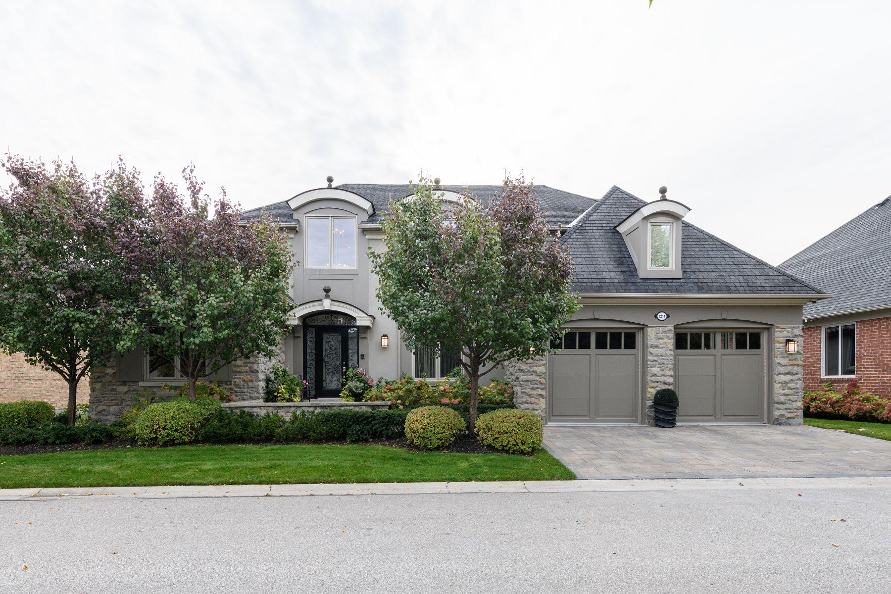独户住宅 为 销售 在 Immaculate Bungaloft 1211 Burrowhill Lane, 米西索加, 安大略省, L5H 4M7 加拿大