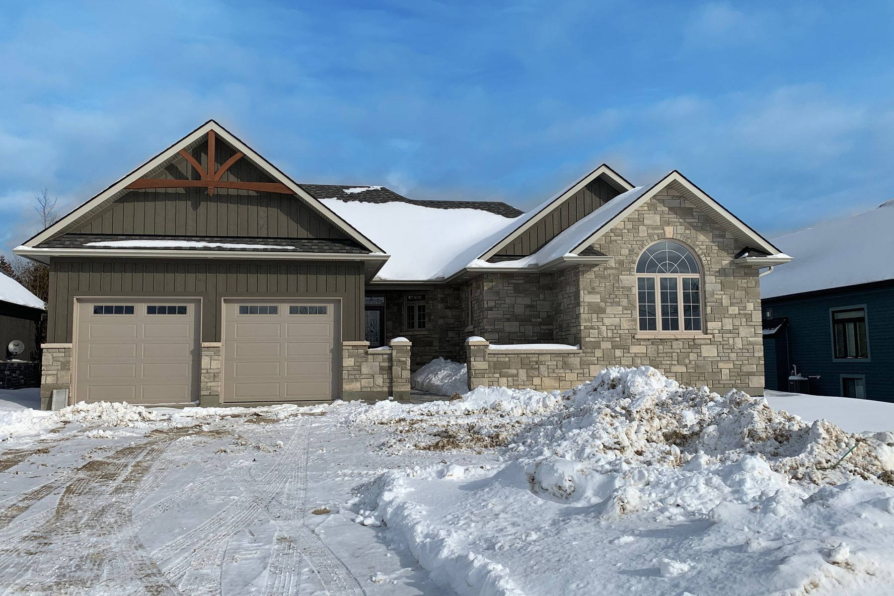 Single Family Homes for Sale at Beautiful New Bungalow 118 High Bluff Lane Thornbury, Ontario N0H 2P0 Canada