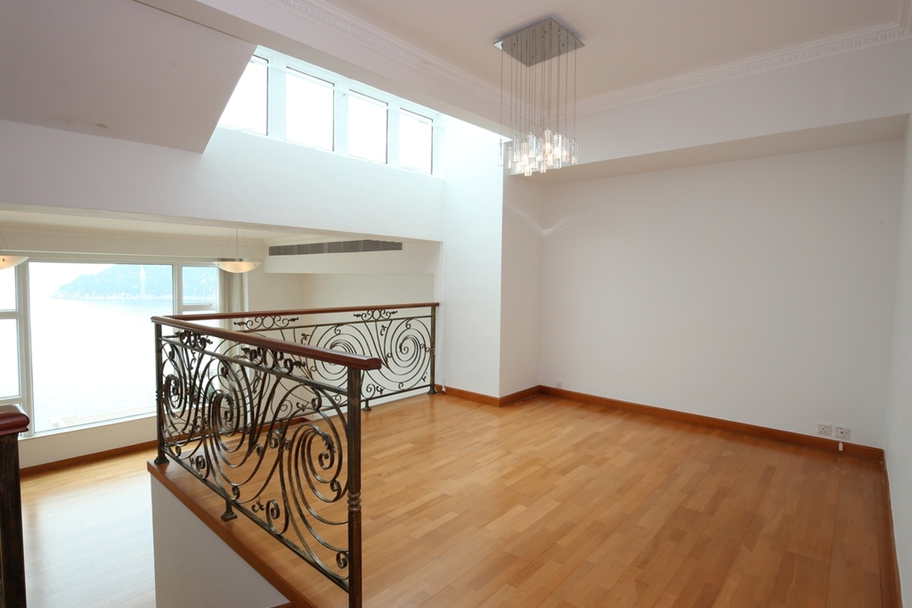 Townhouse for Sale at Regalia Bay Stanley, Hong Kong