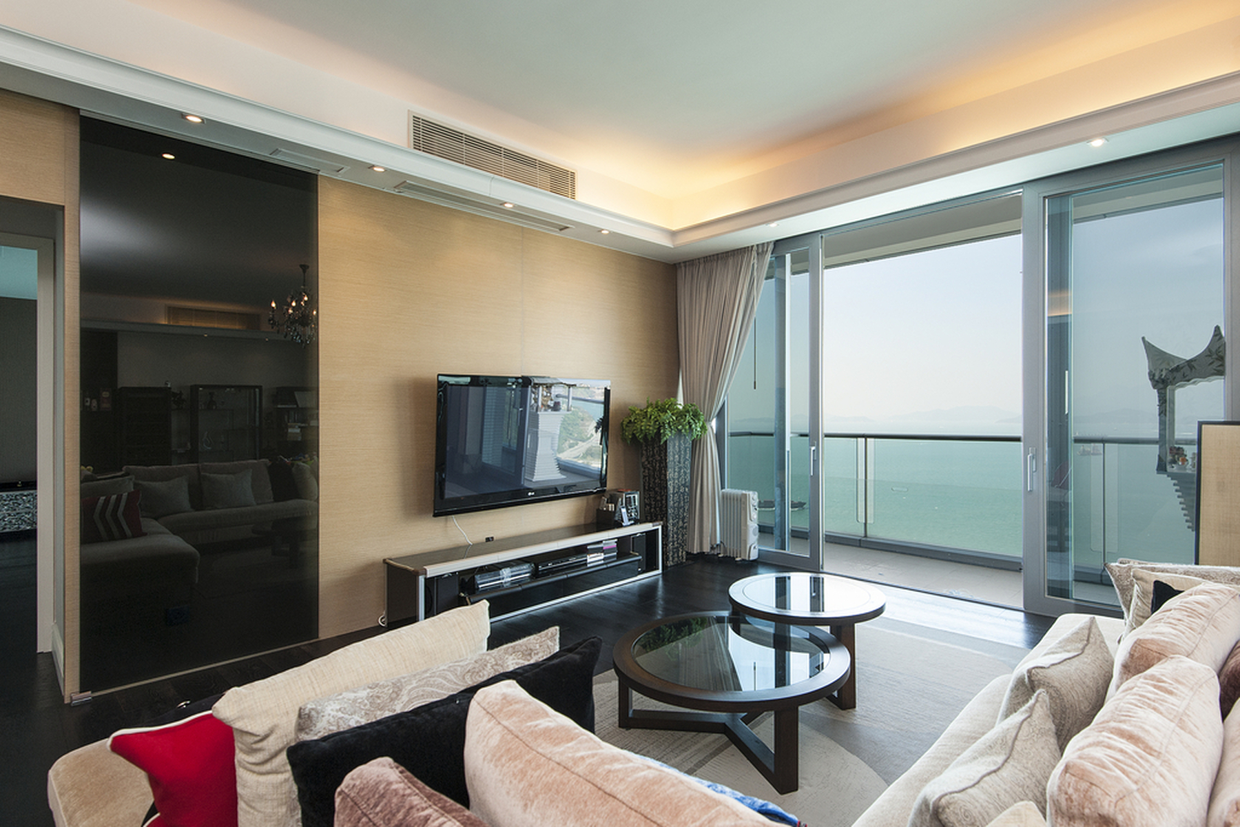 Apartamento para Venda às Residence Bel-air - Phase 02, South Tower 08 Pokfulam, Hong Kong, Hong Kong