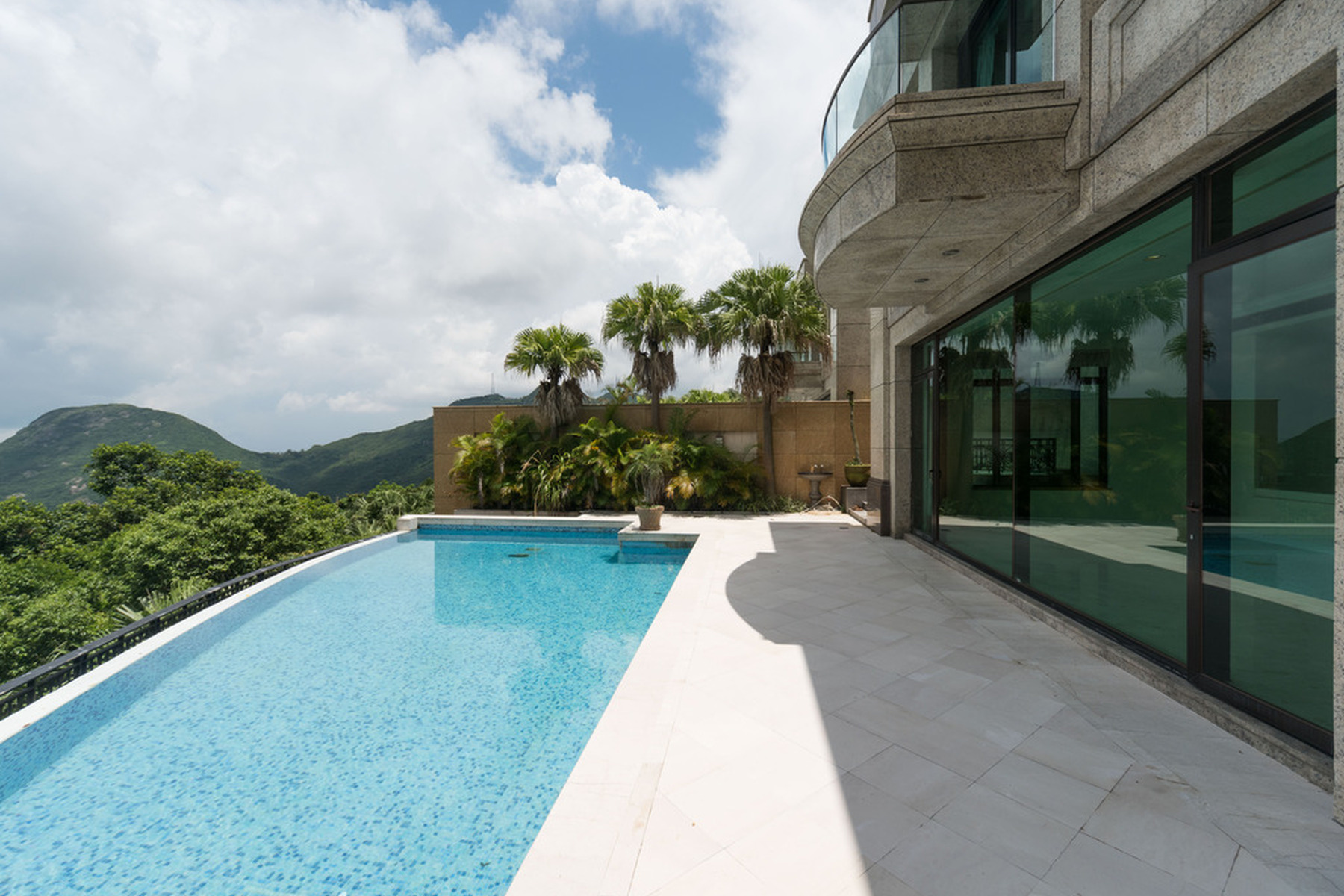 Townhouse for Sale at Kelletteria The Peak, Hong Kong