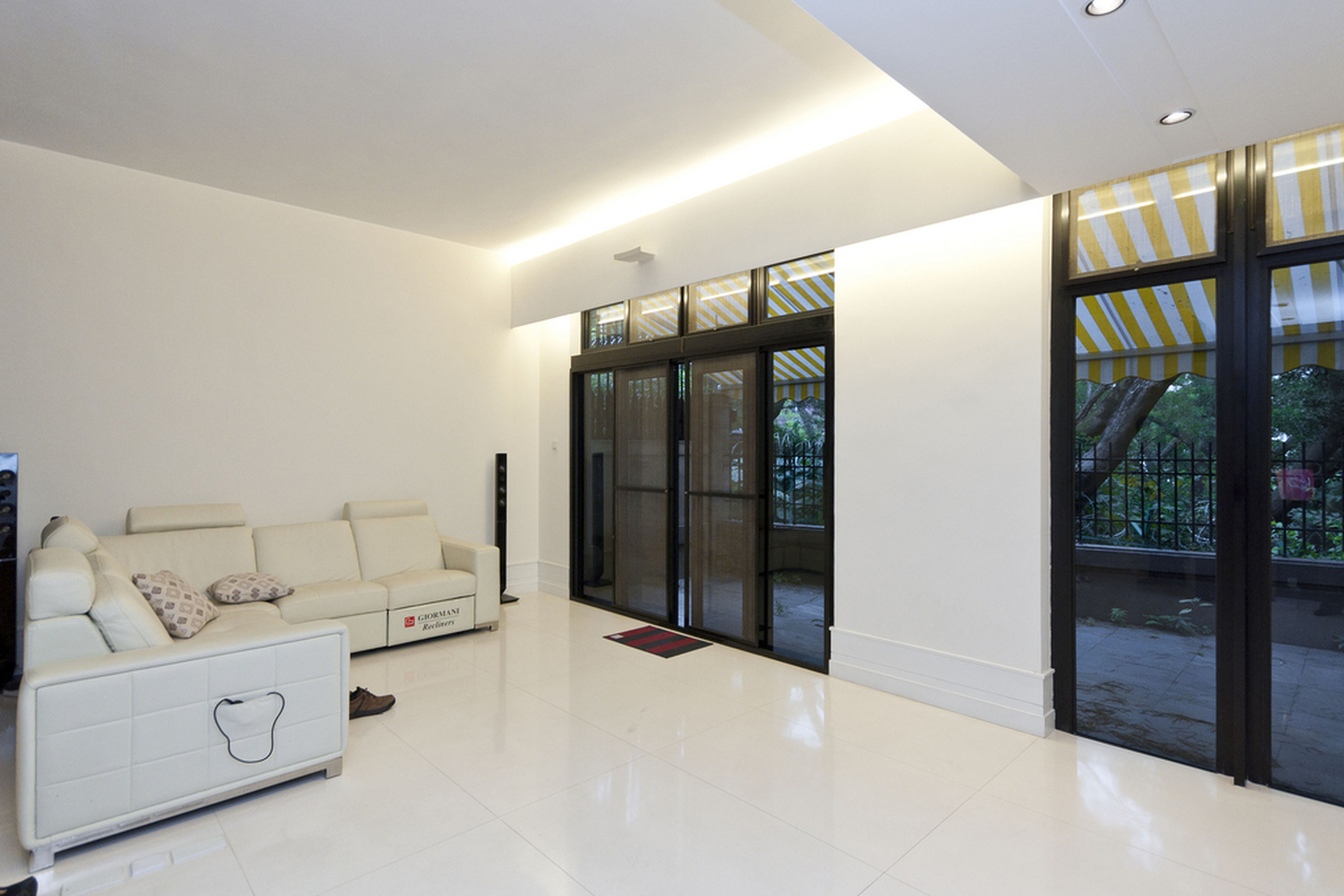 Townhouse for Sale at King's Park Hill - House Other Hong Kong, Hong Kong