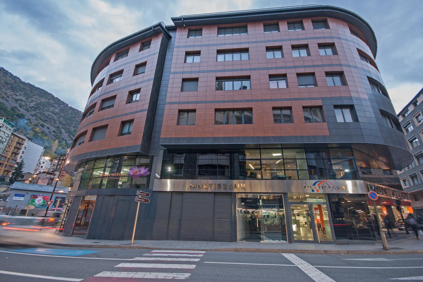 Apartman Dairesi için Satış at Flat for sale in Andorra la Vella Carrer Baixada del Moli, nº14, Edifici Tobira, 5-5 Andorra La Vella, Andorra La Vella, AD500 Andorra