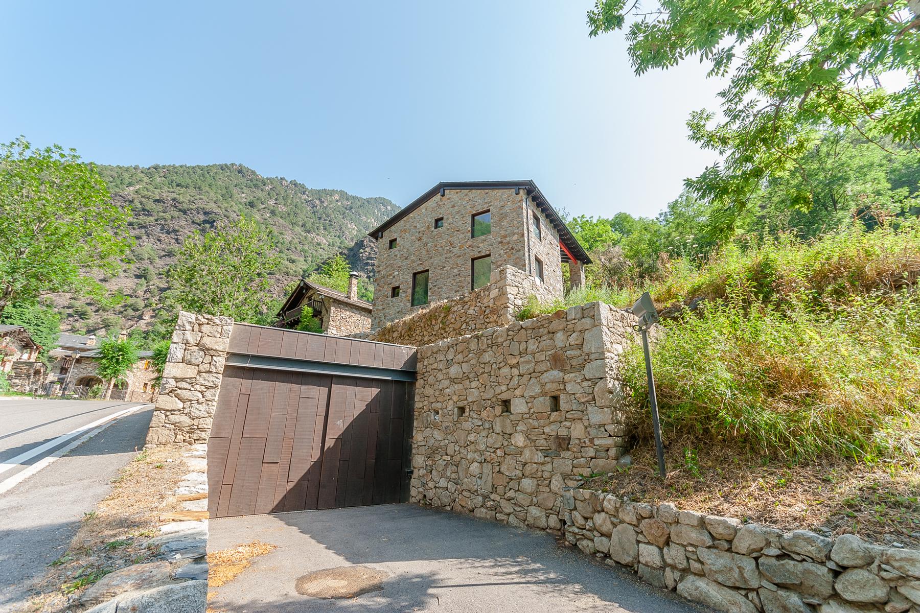 一戸建て のために 売買 アット Chalet-Tower for sale in Bixessarri Bixessarri, Sant Julia De Loria, AD600 Andorra