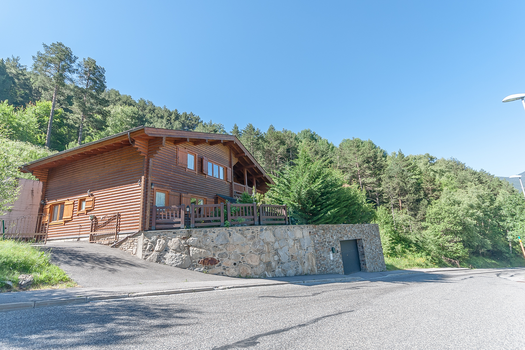 Villa per Vendita alle ore Chalet-Tower for sale in Anyós Anyos, La Massana, AD400 Andorra