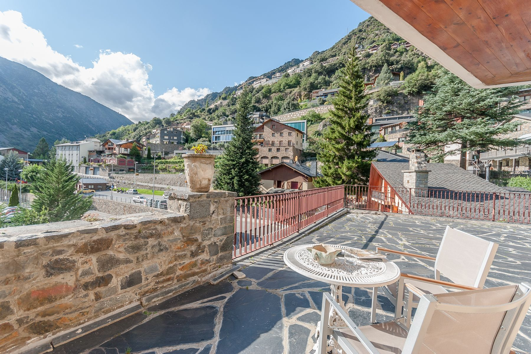 Частный односемейный дом для того Продажа на Chalet-Tower for sale in Escaldes-Engordany Escaldes Engordany, Escaldes Engordany, AD700 Andorra
