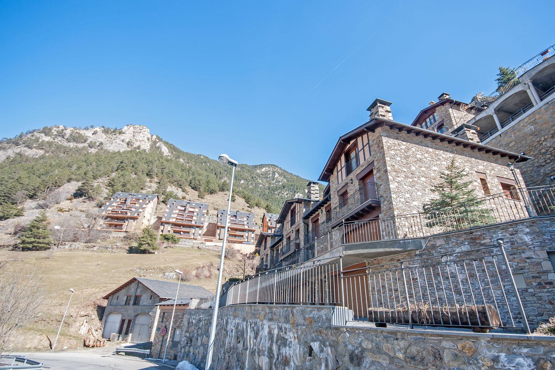 Casa para uma família para Venda às Attached for sale in Arinsal Arinsal, La Massana, AD400 Andorra