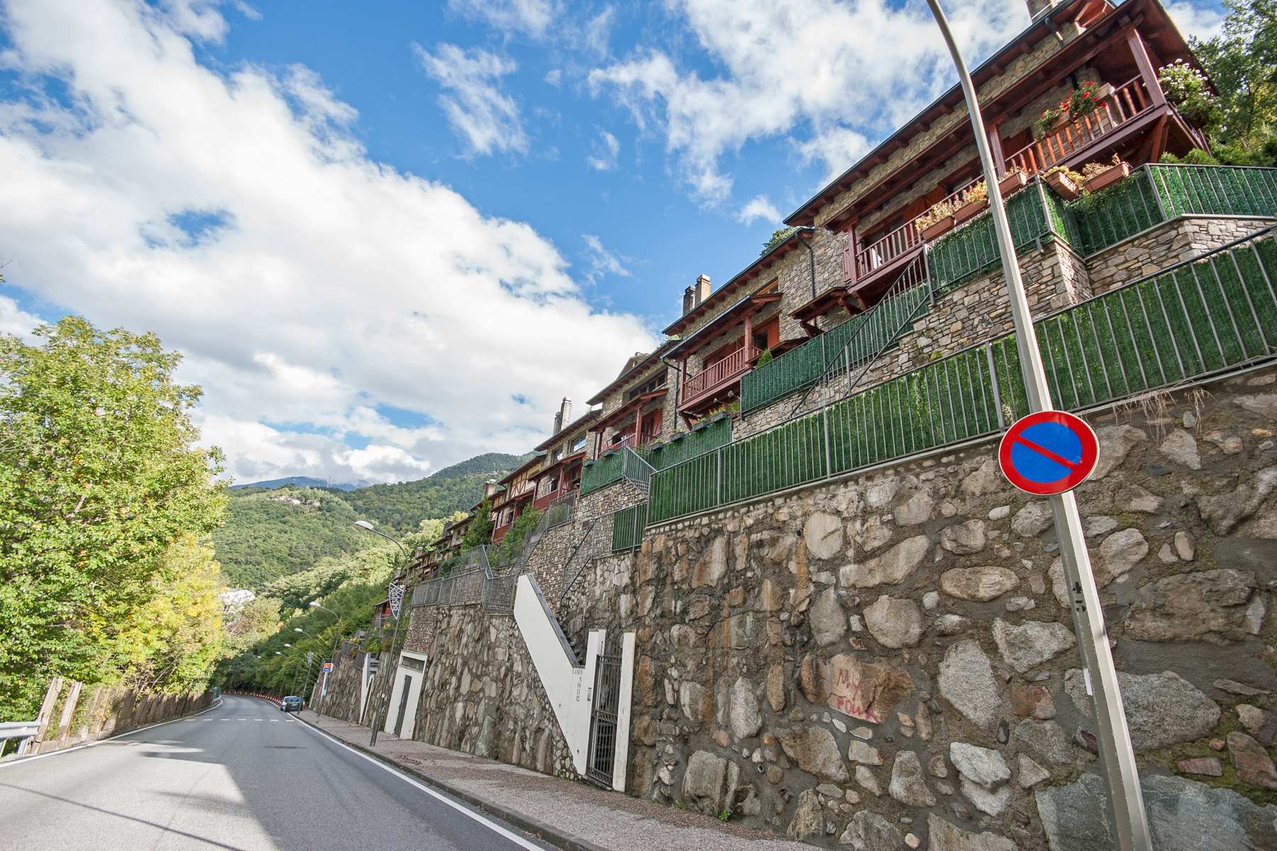 獨棟家庭住宅 為 出售 在 Attached for sale in Andorra la Vella Andorra La Vella, Andorra La Vella, AD500 Andorra