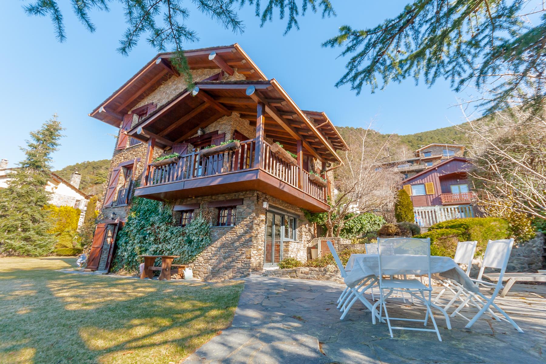 Vivienda unifamiliar por un Venta en Chalet-Tower for sale in Juberri Juberri, Sant Julia De Loria, AD600 Andorra