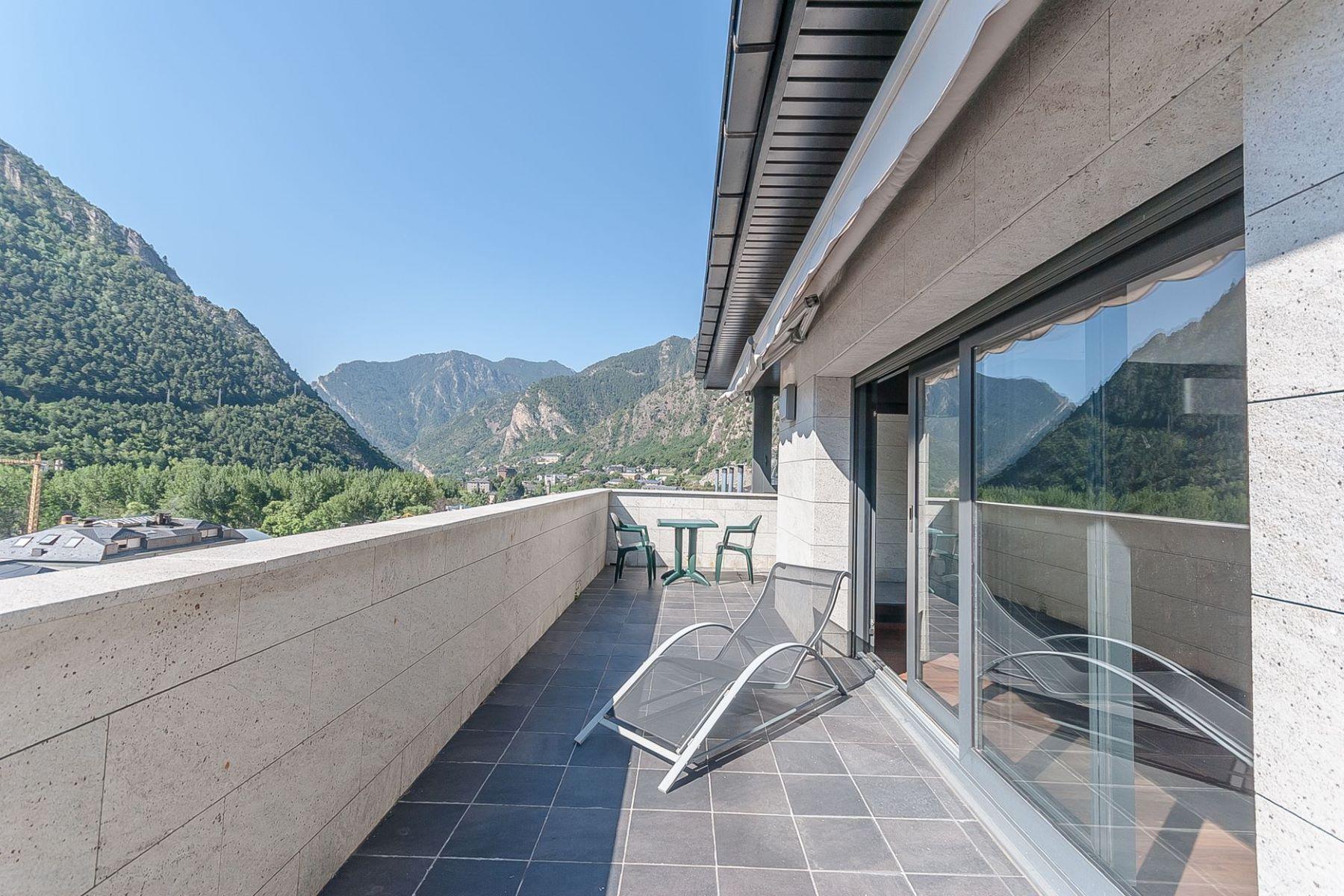 Apartman Dairesi için Satış at Attic for sale in Santa Coloma Santa Coloma, Andorra La Vella, AD500 Andorra