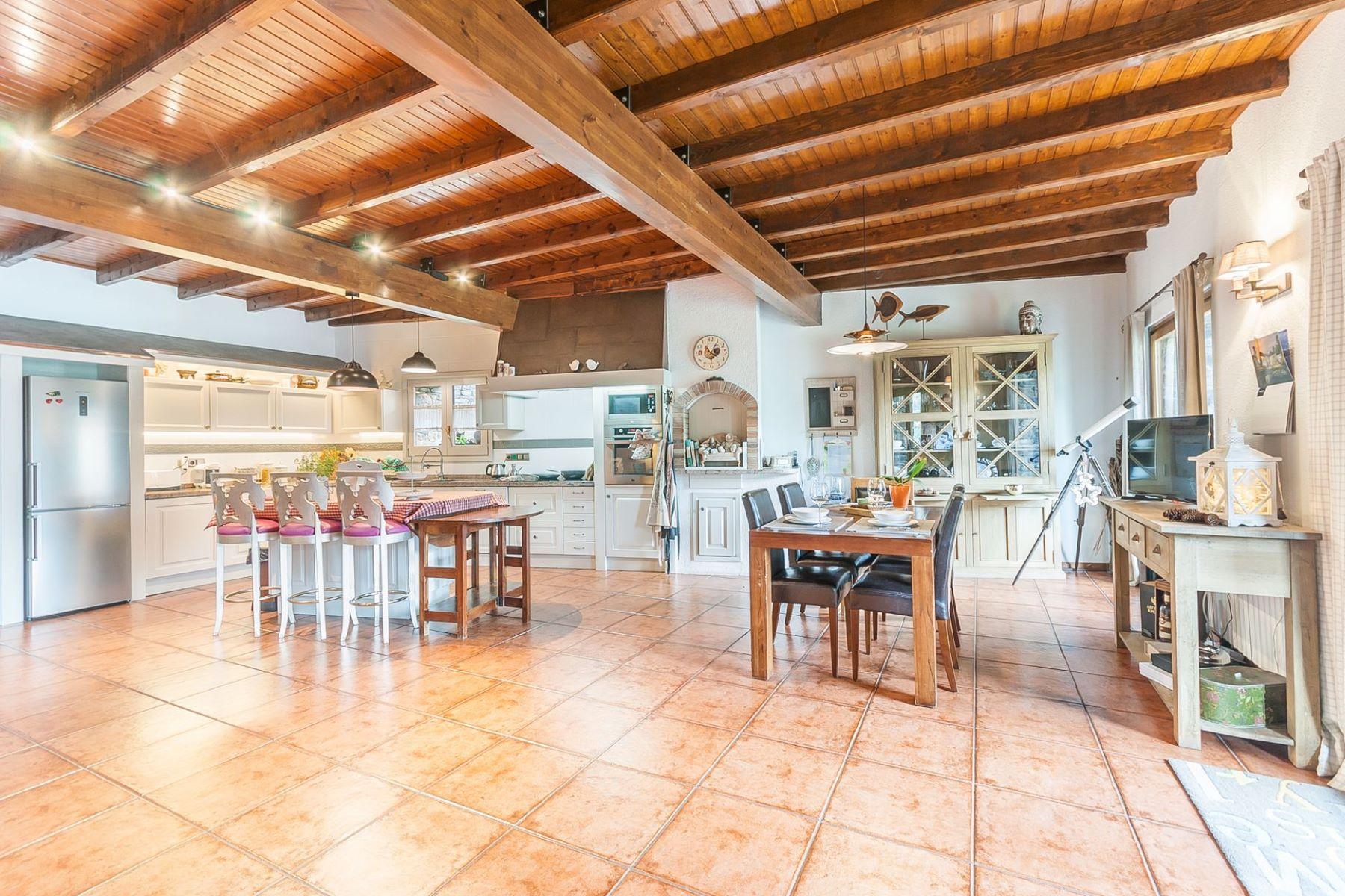Частный односемейный дом для того Продажа на Chalet-Tower for sale in Sispony Sispony, La Massana, AD400 Andorra