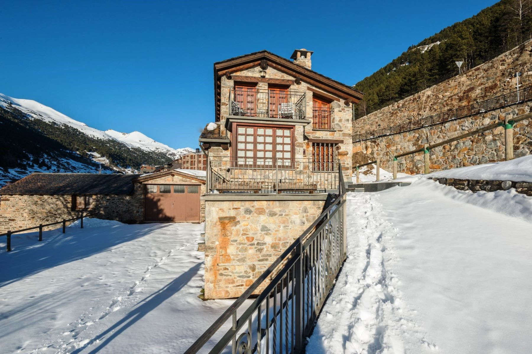 Single Family Homes por un Venta en Rustic house for sale in Incles Incles, Canillo AD100 Andorra