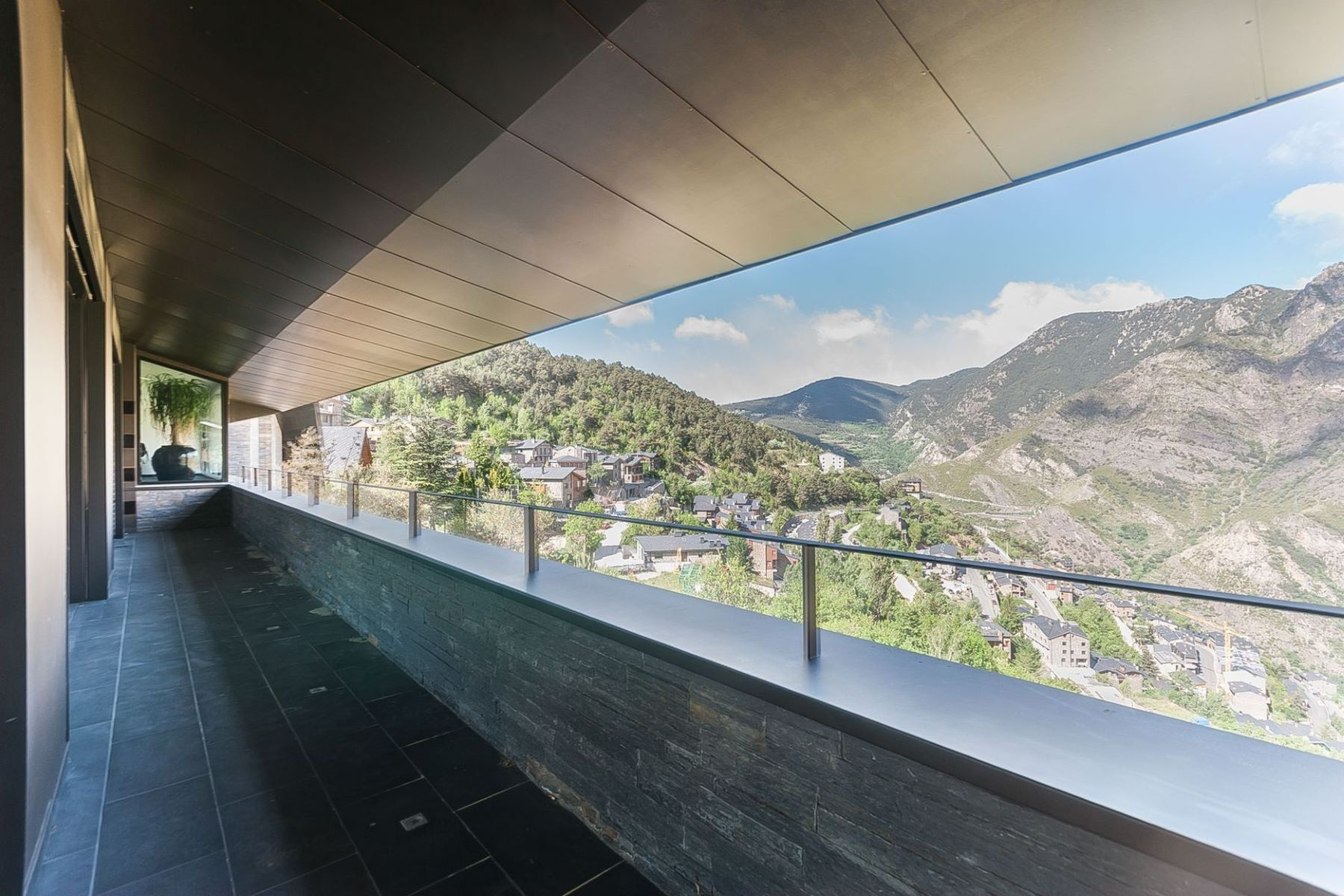 Additional photo for property listing at Chalet-Tower for sale in Aixirivall  Aixirivall, Sant Julia De Loria AD600 Andorra