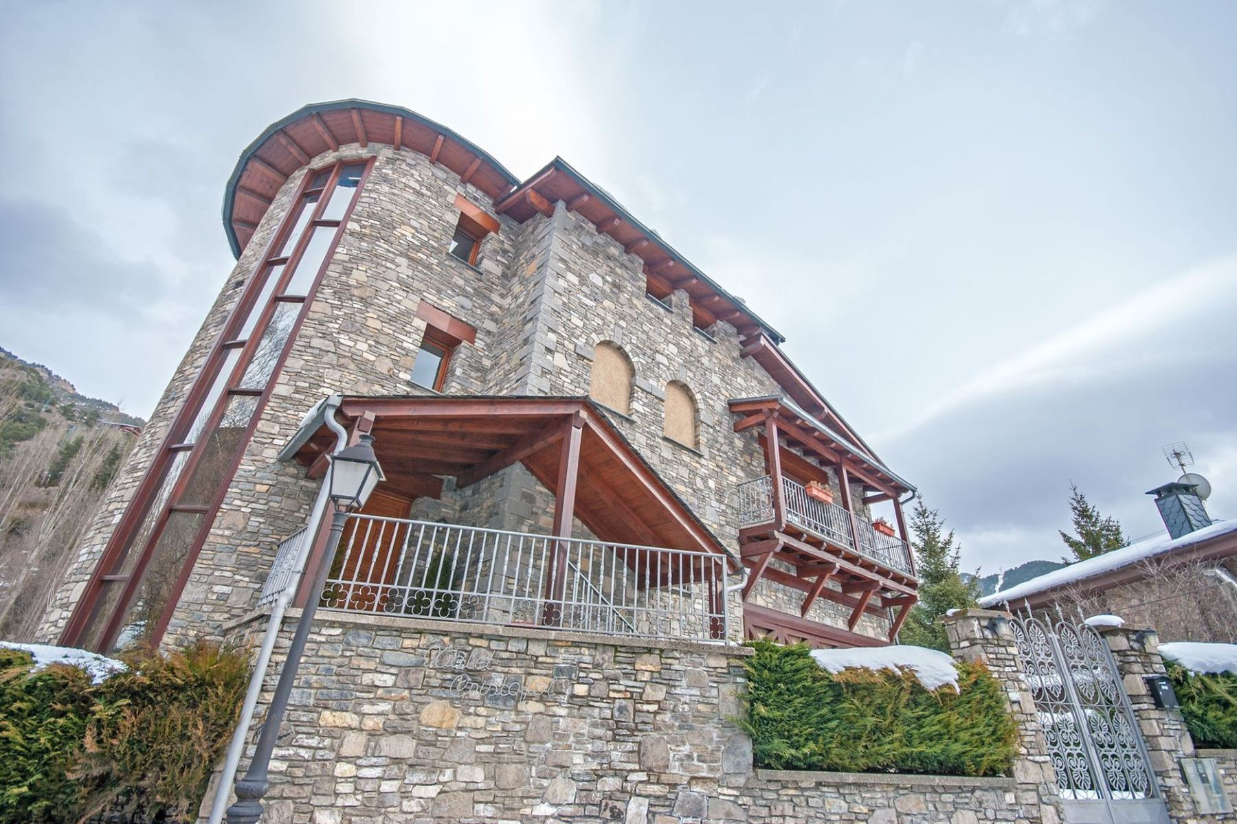 واحد منزل الأسرة للـ Sale في Chalet-Tower for sale in La Massana La Massana, La Massana, AD400 Andorra