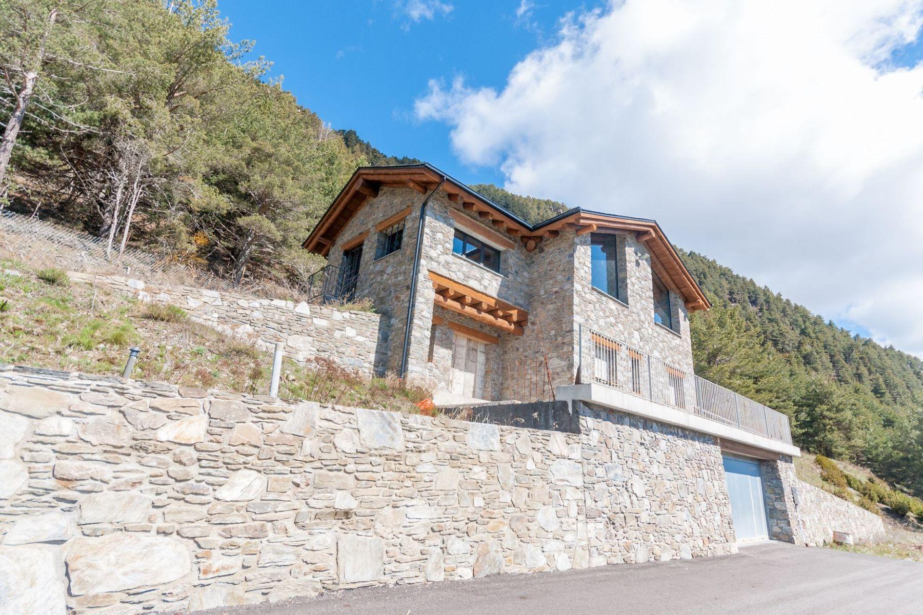 獨棟家庭住宅 為 出售 在 Countryside house for sale in Vila Vila, Encamp, AD200 Andorra