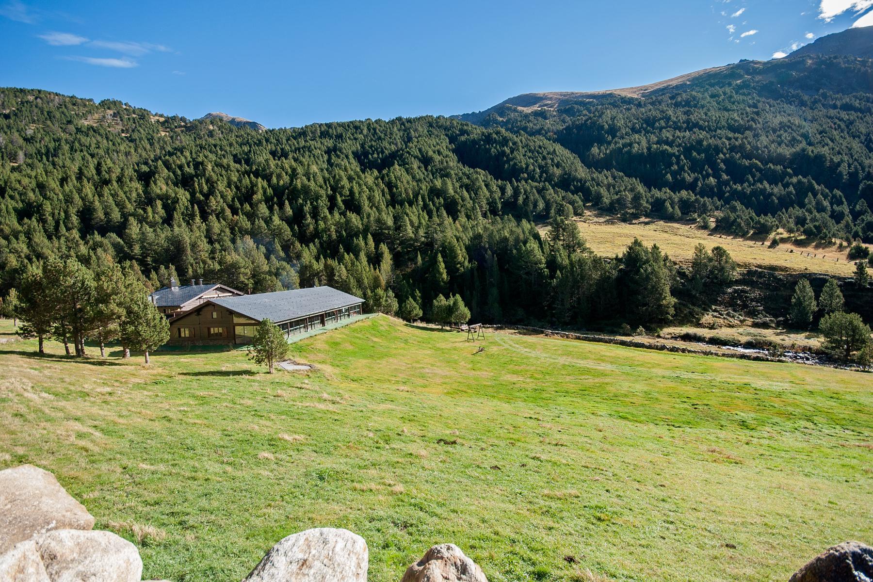 Maison unifamiliale pour l Vente à Rustic house for sale in Ransol Ransol, Canillo, AD100 Andorra