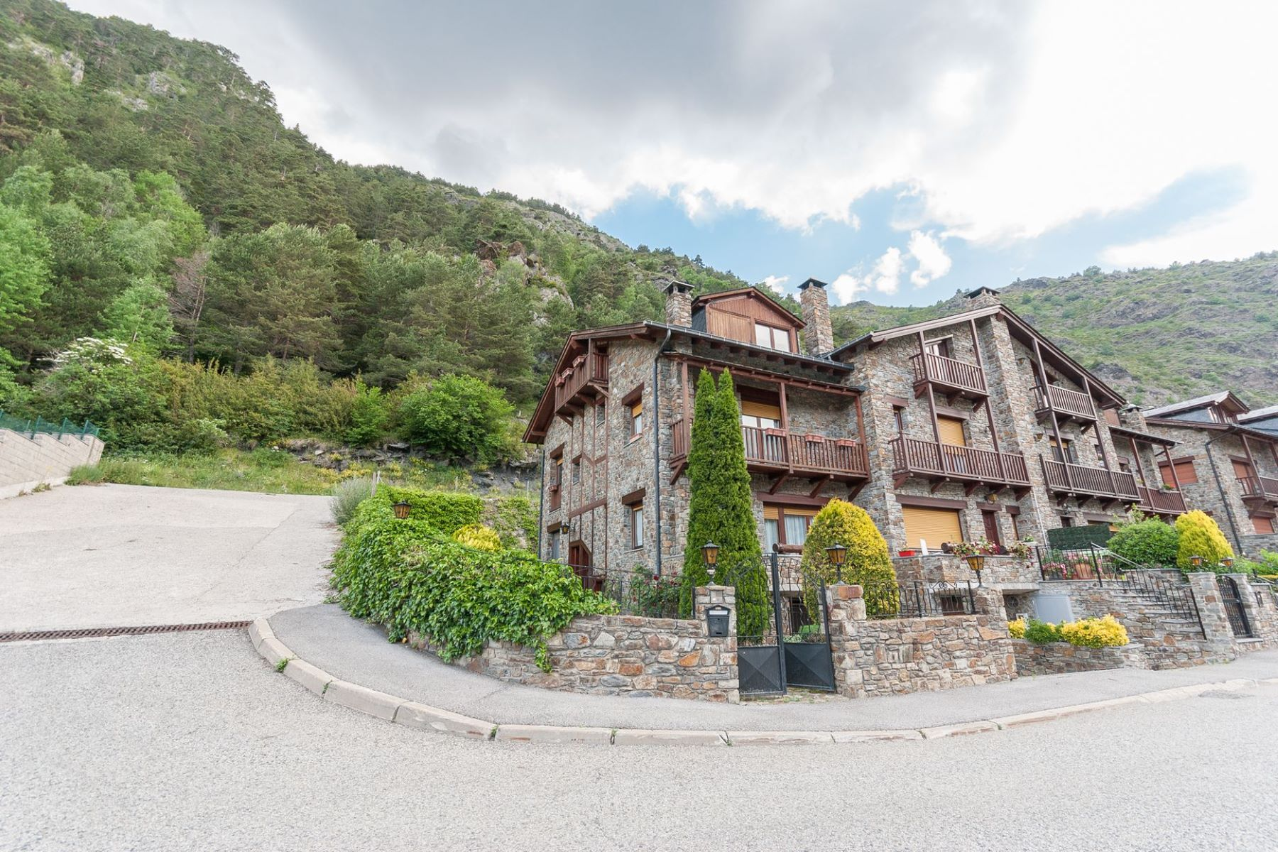 Villa per Vendita alle ore Attached for sale in Arans Arans, Ordino, AD300 Andorra